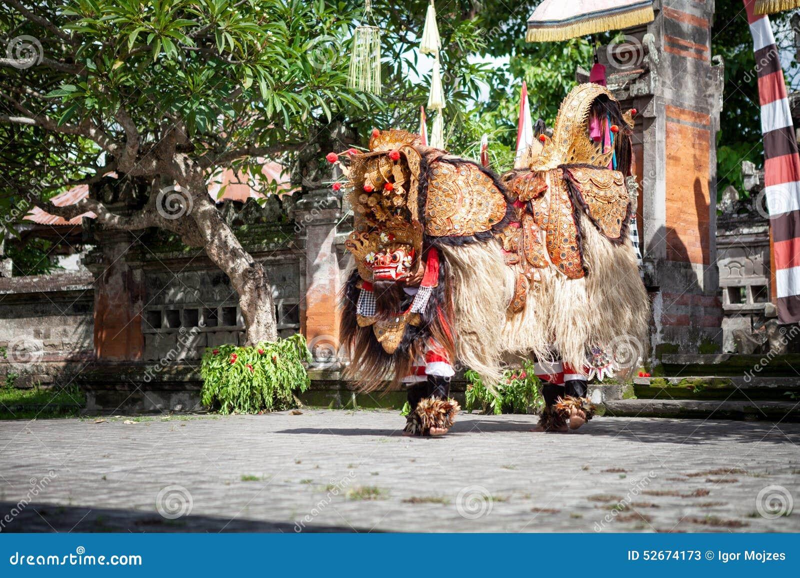 Выставка танца Barong, индонезийская мифология выполняет