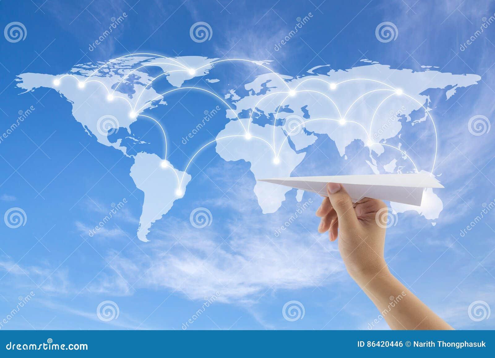 выстрогайте в руке с картой мира на предпосылке