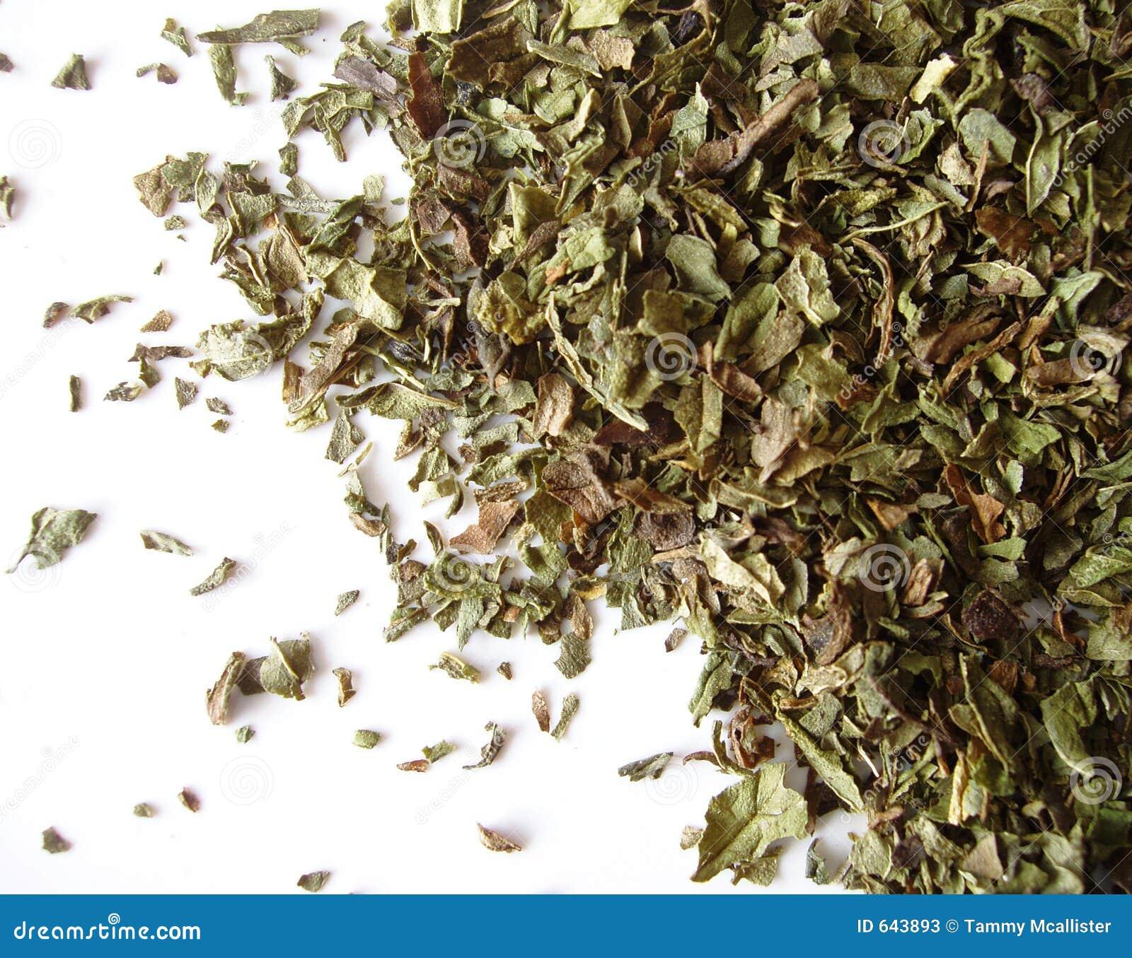 Download высушенная мята листьев стоковое изображение. изображение насчитывающей травяной - 643893