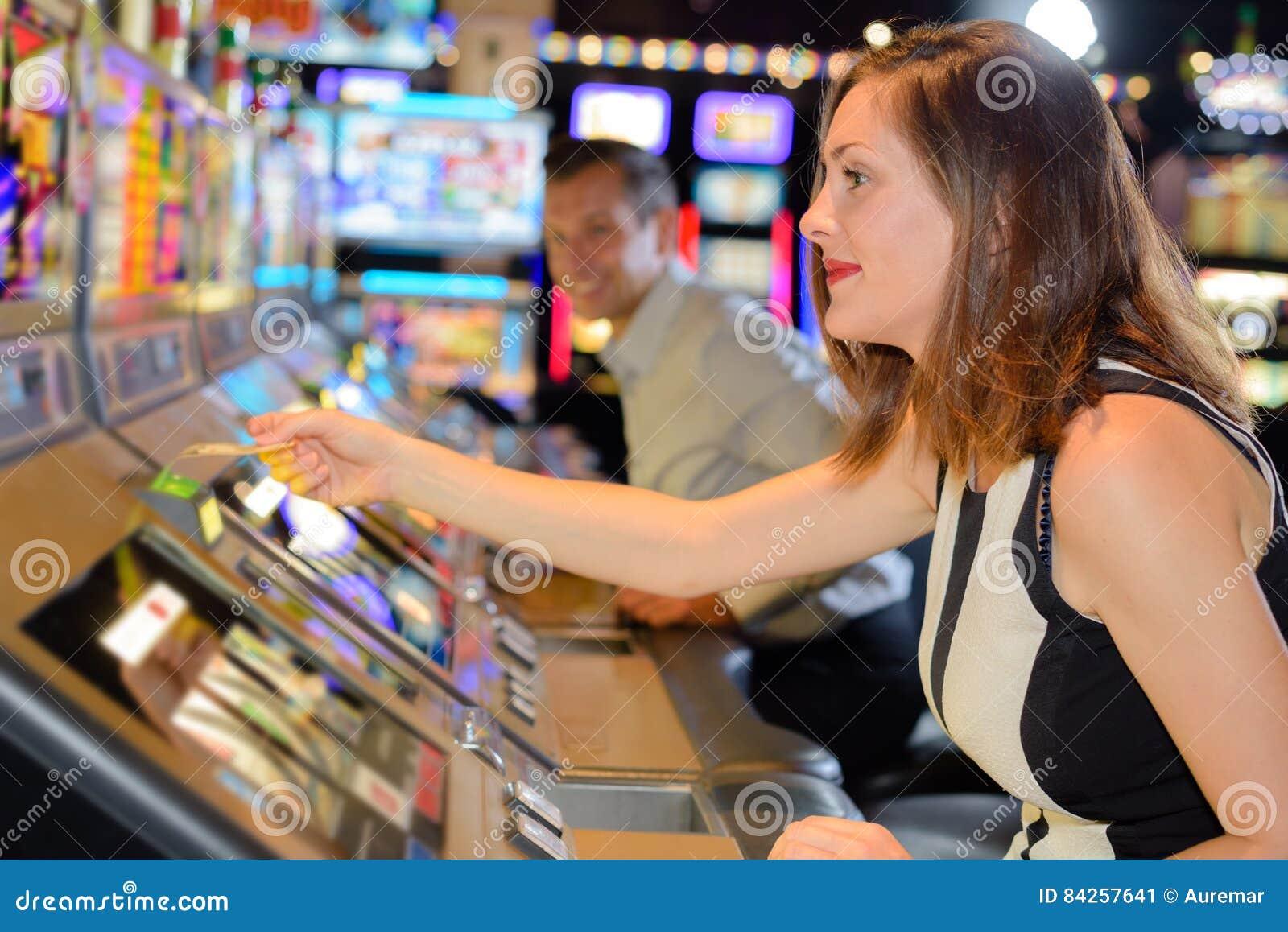 Вытягивать билет торгового автомата