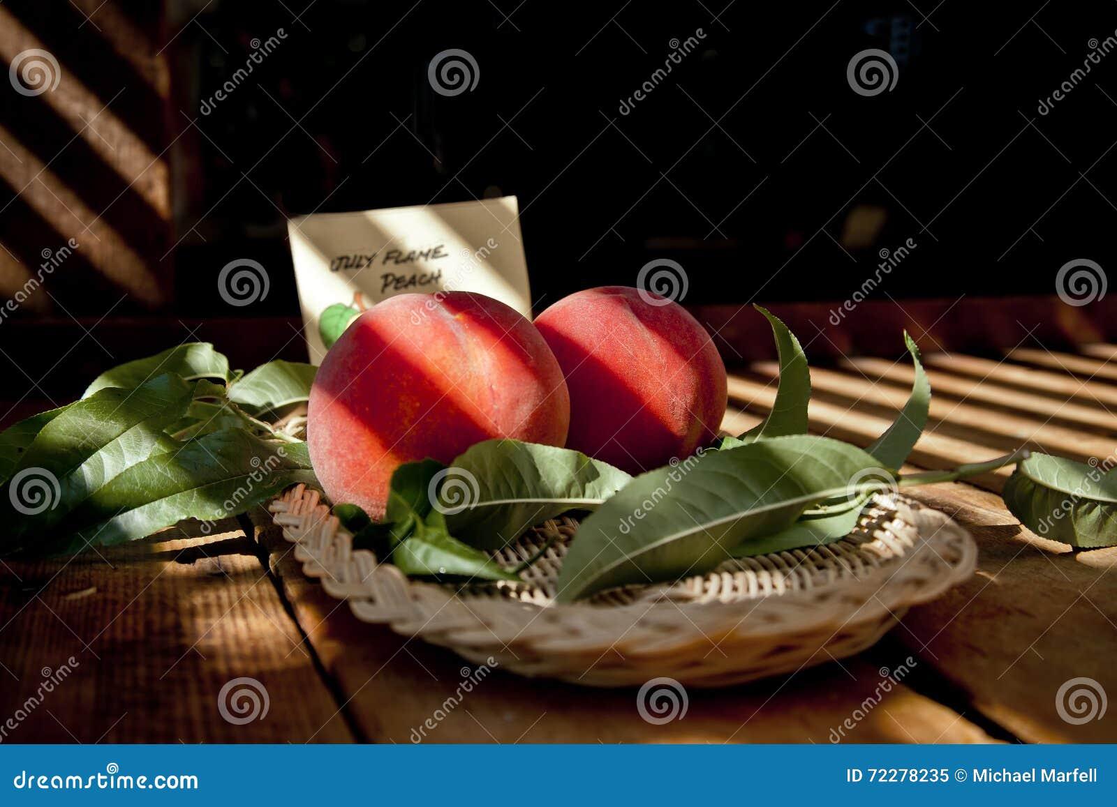 Download выходит персики стоковое изображение. изображение насчитывающей aiders - 72278235