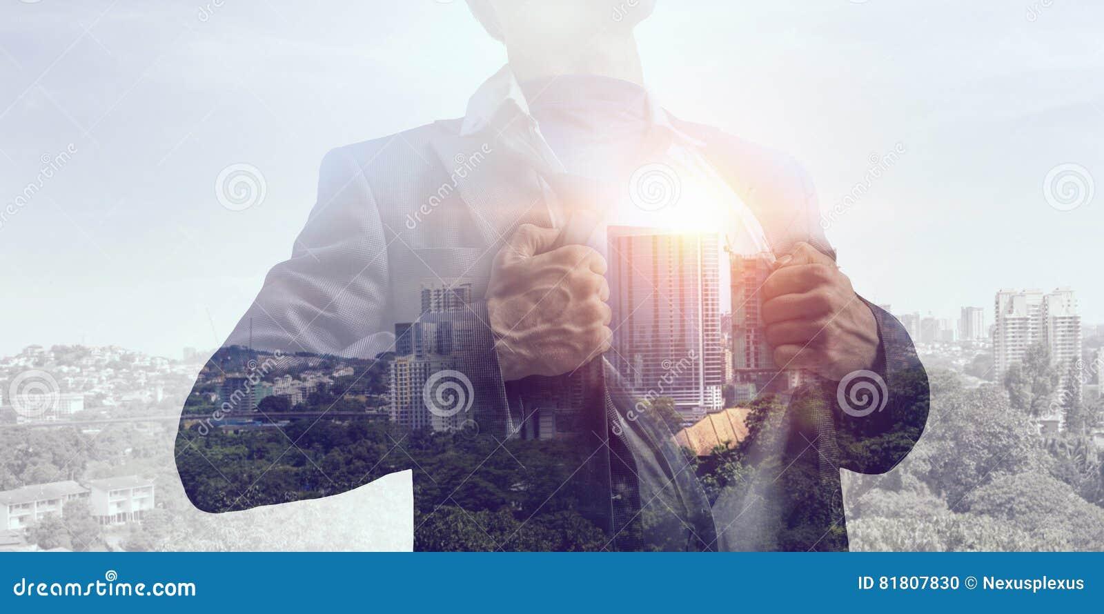 Выдержка бизнесмена и современного города Мультимедиа