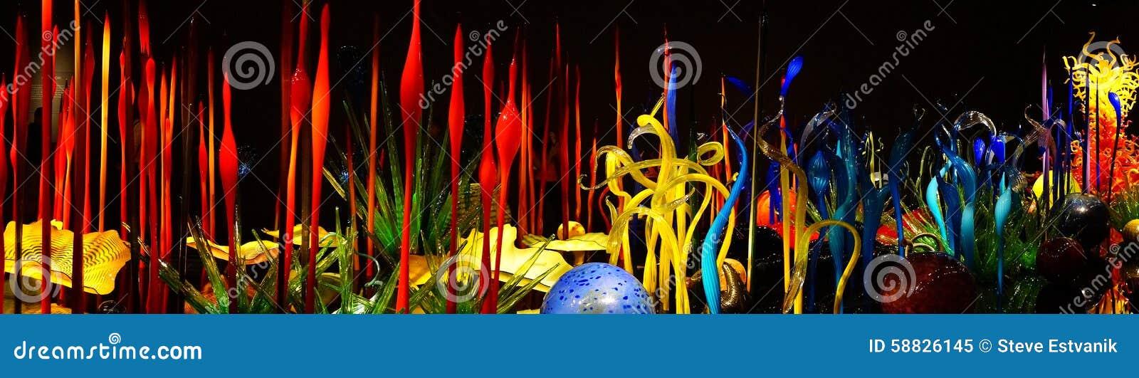 Выдувное стекло в абстрактных формах