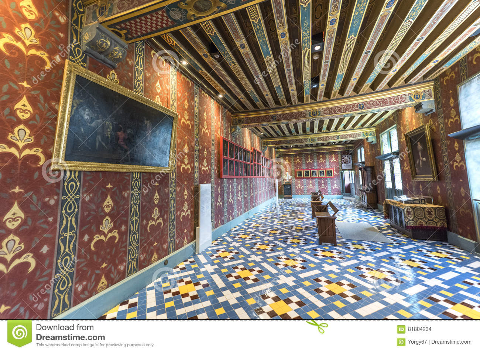 В галереях замка Blois