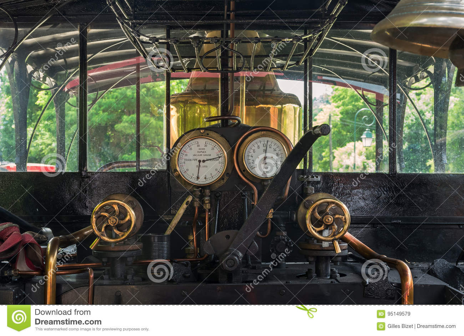 В локомотиве пара