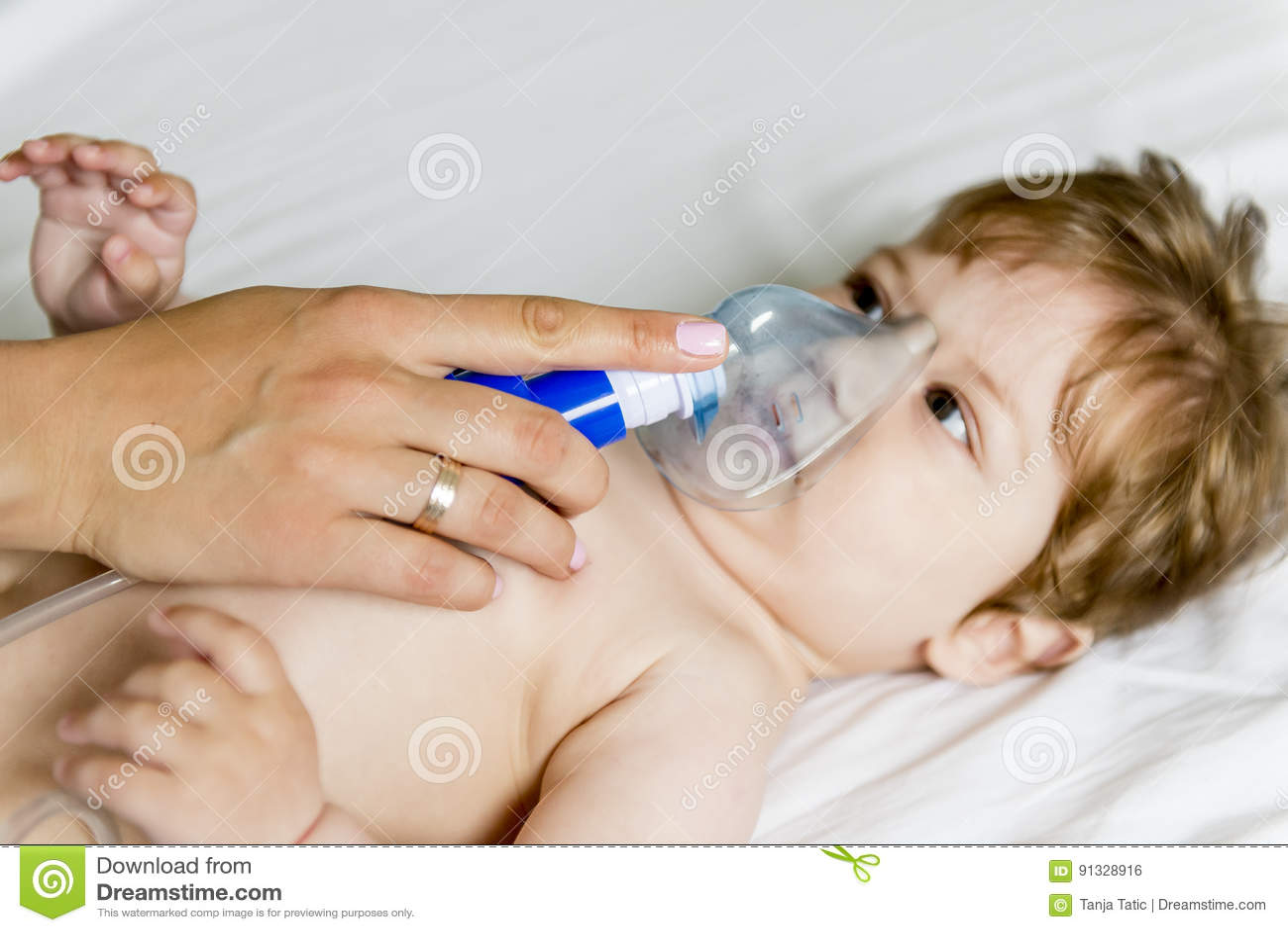 Вдыхание младенца