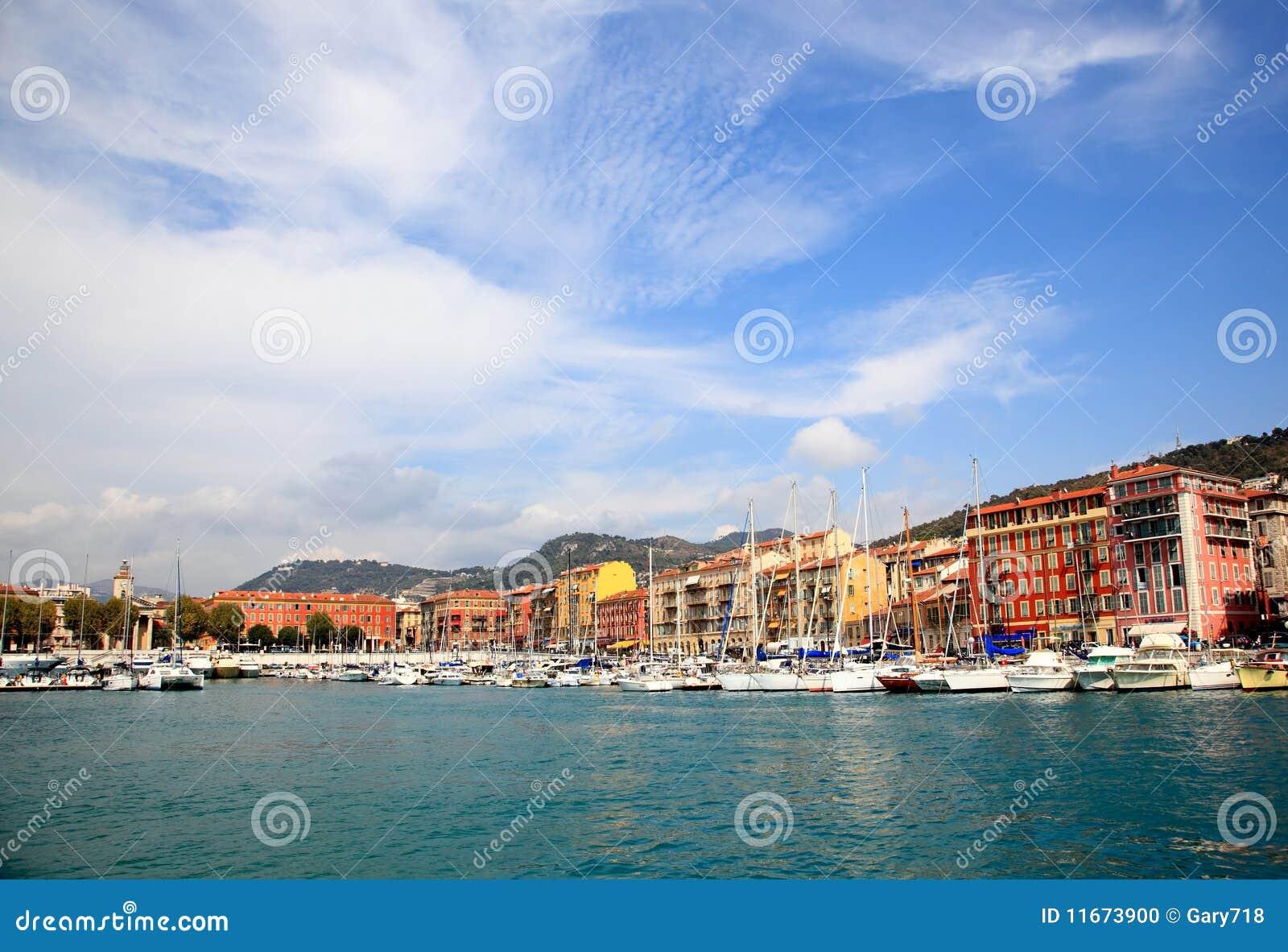 гавань города славная