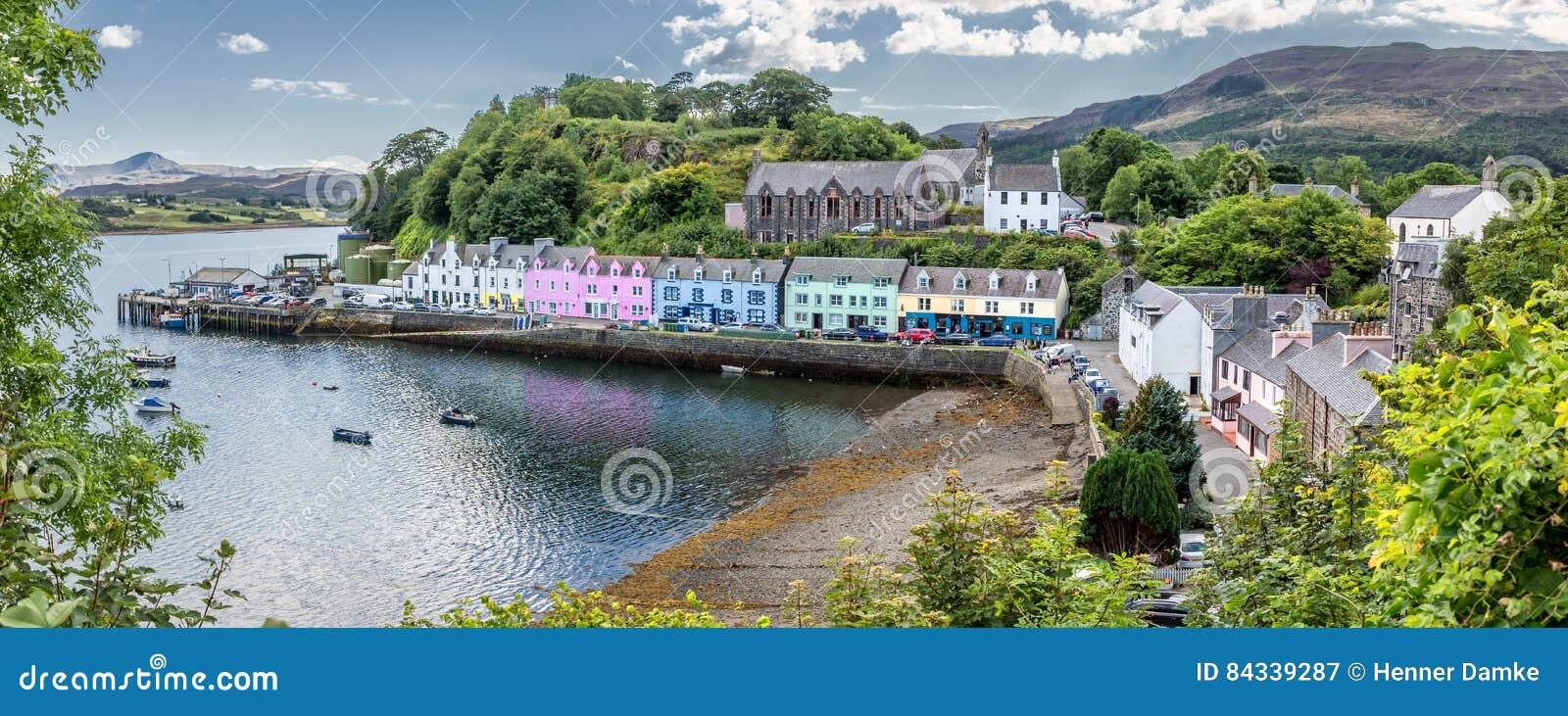 Гавань острова Portree Skye, Шотландии