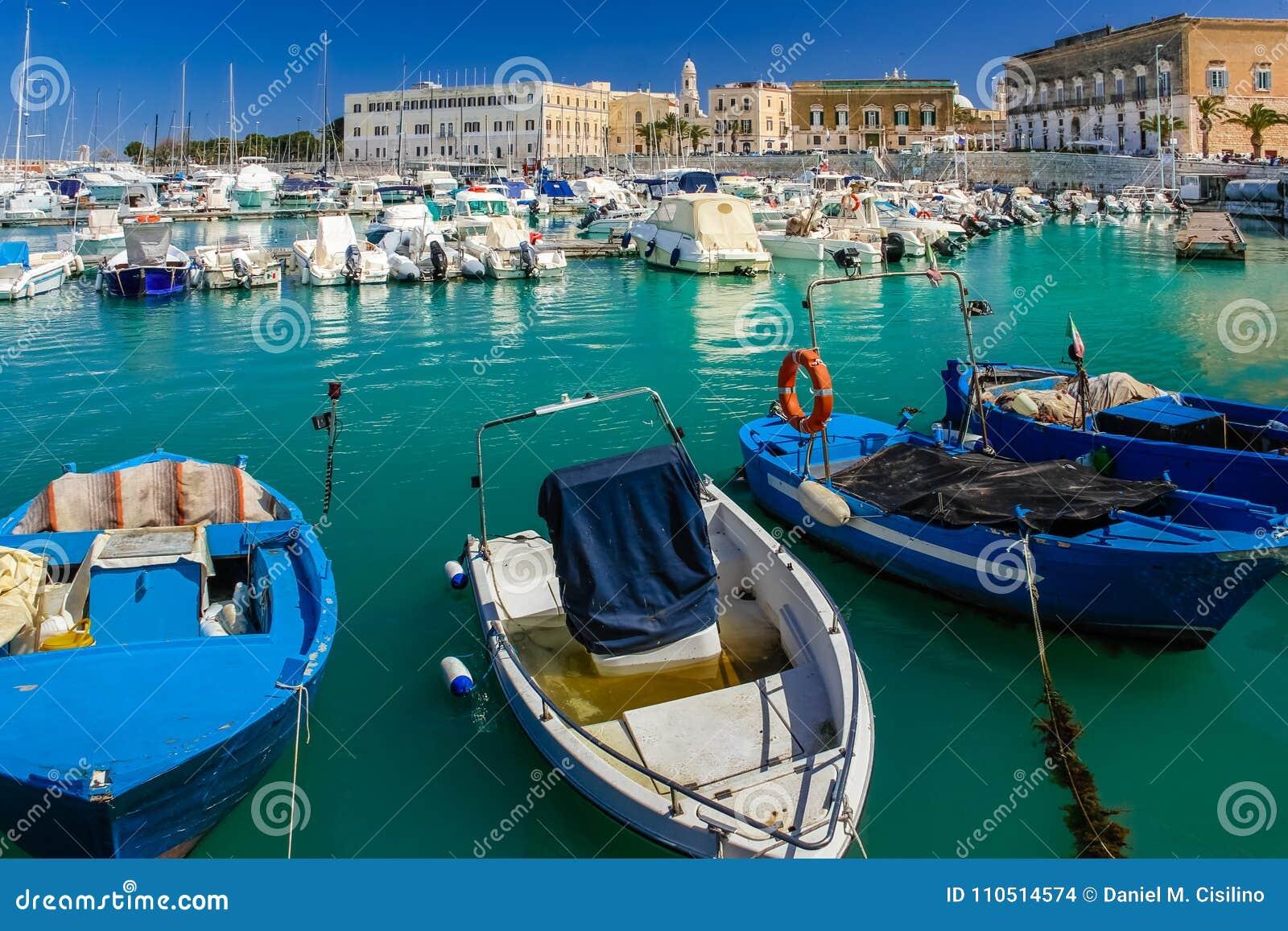 Гавань Trani Apulia Италия