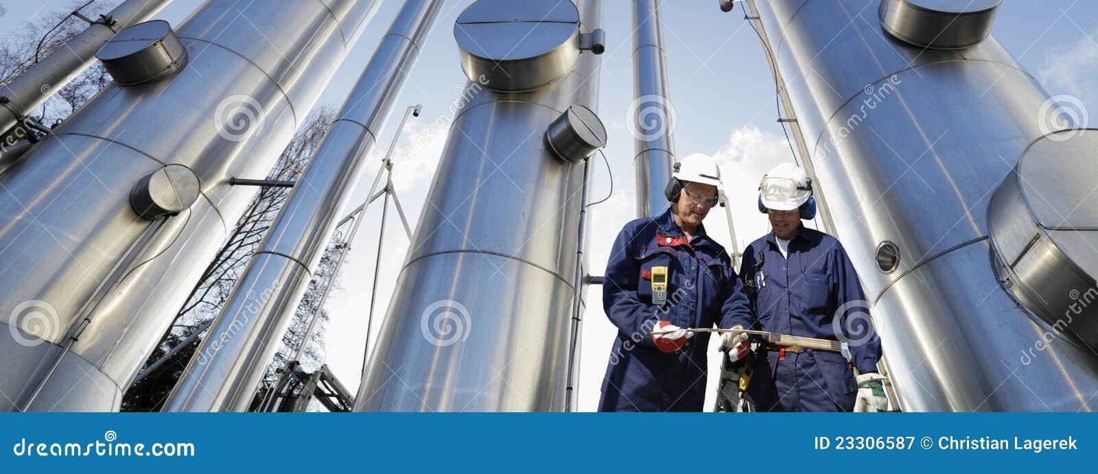газовое маслоо прокладывает трубопровод работники