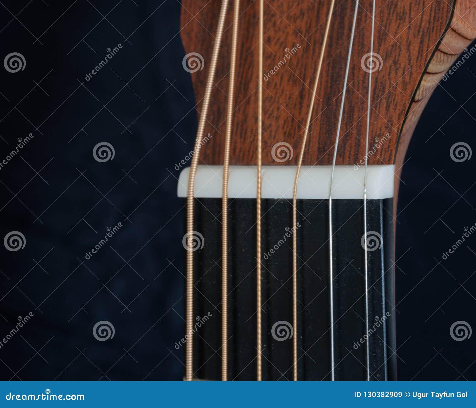 Гайка акустической гитары