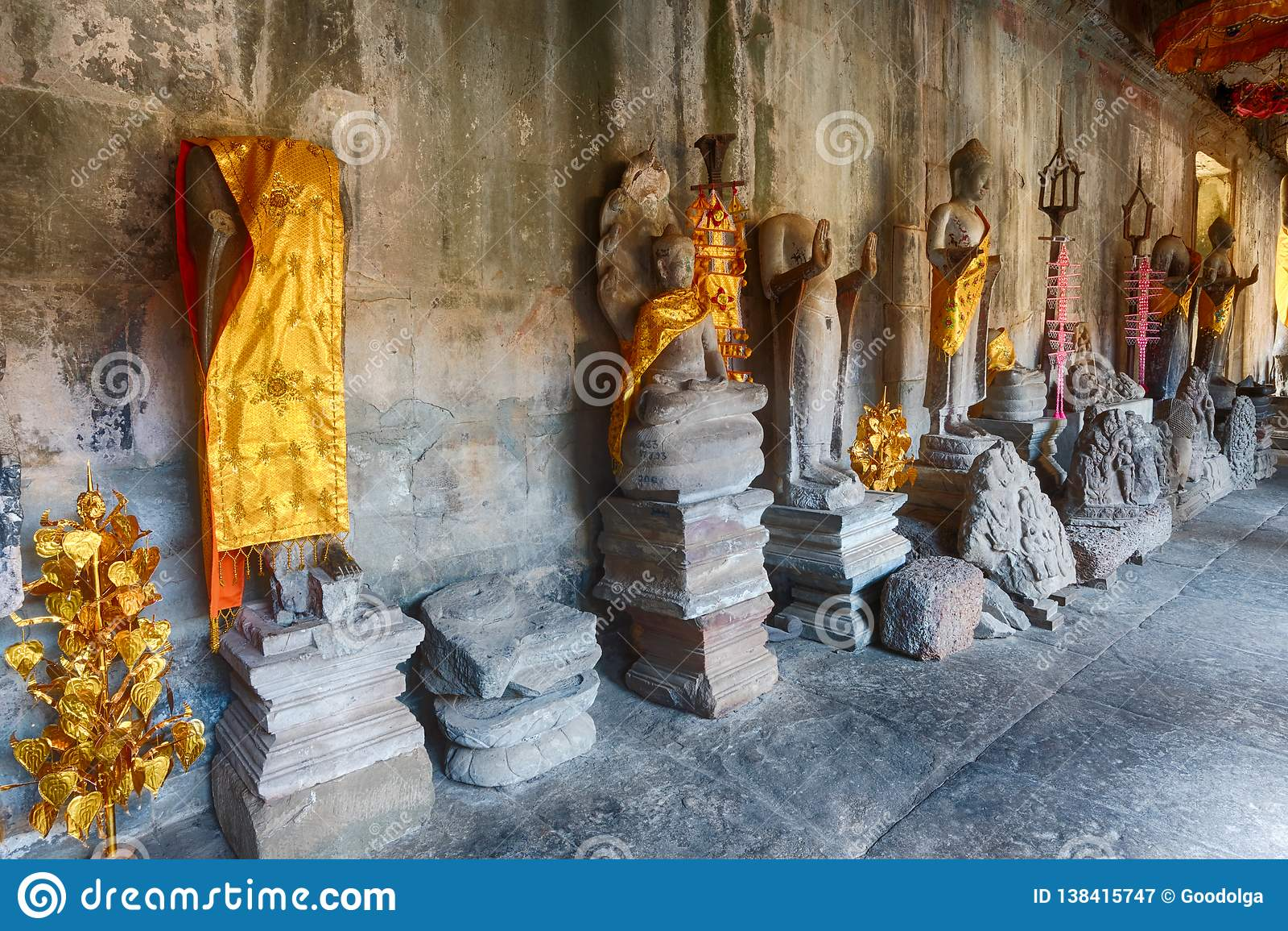 Галерея тысяч Buddhas в Angkor Wat lotuses озера Камбоджи angkor banteay ужинают висок srey siem Камбоджа