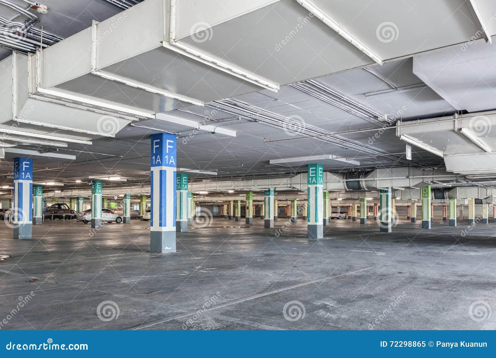 Download Гараж внутренний, промышленное здание, опорожняет подземный P Стоковое Изображение - изображение насчитывающей серия, строя: 72298865