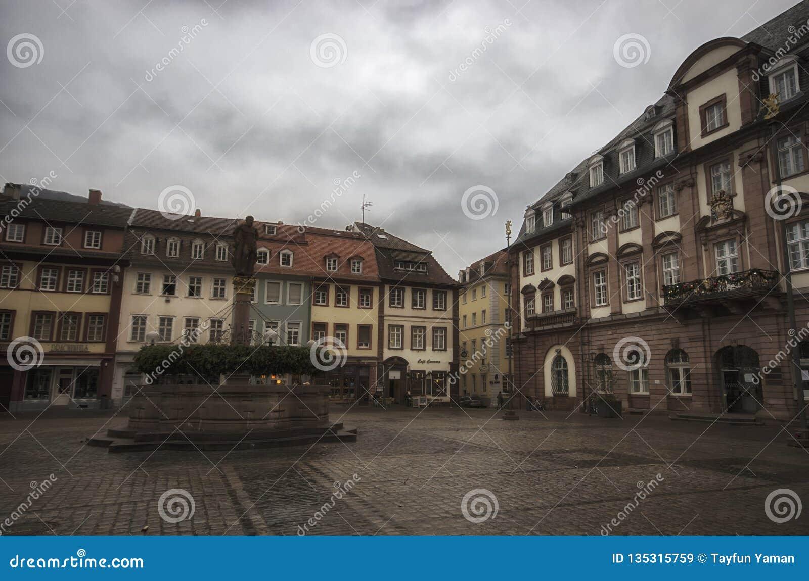 Гейдельберг/Германия - 1-ое января - 2016: Городская площадь Гейдельберга на дне нового года