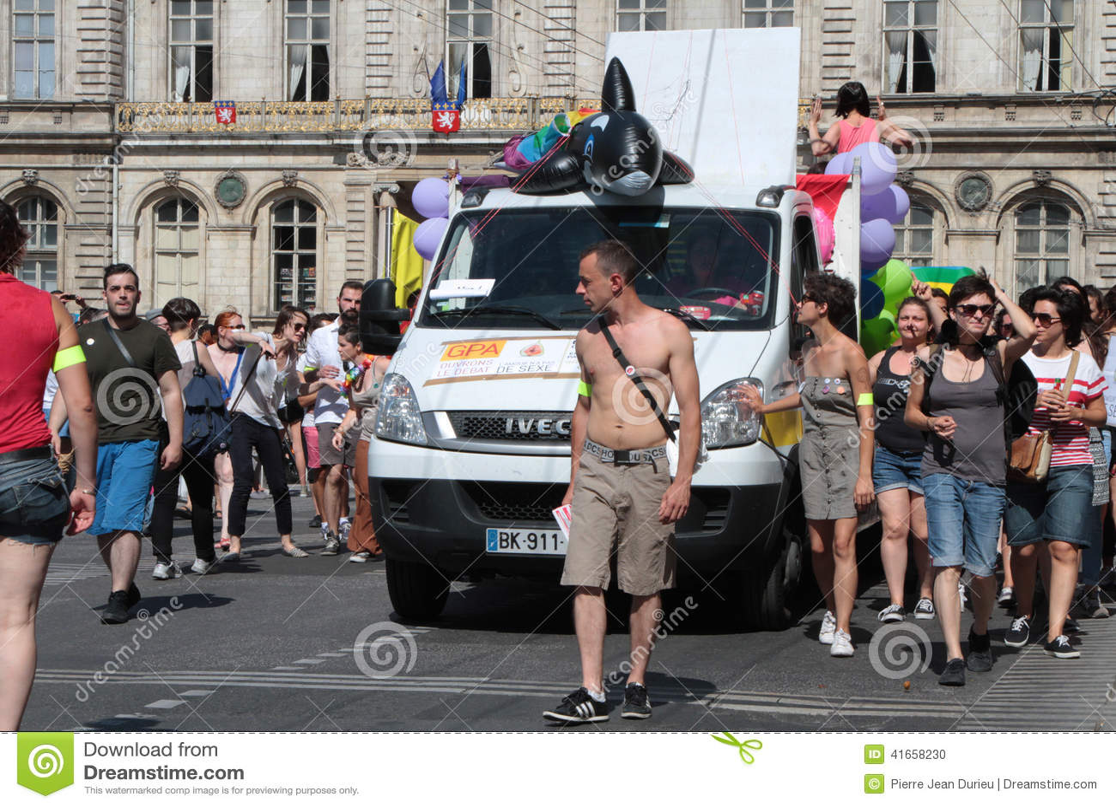 Гей-парад в улицах Лиона