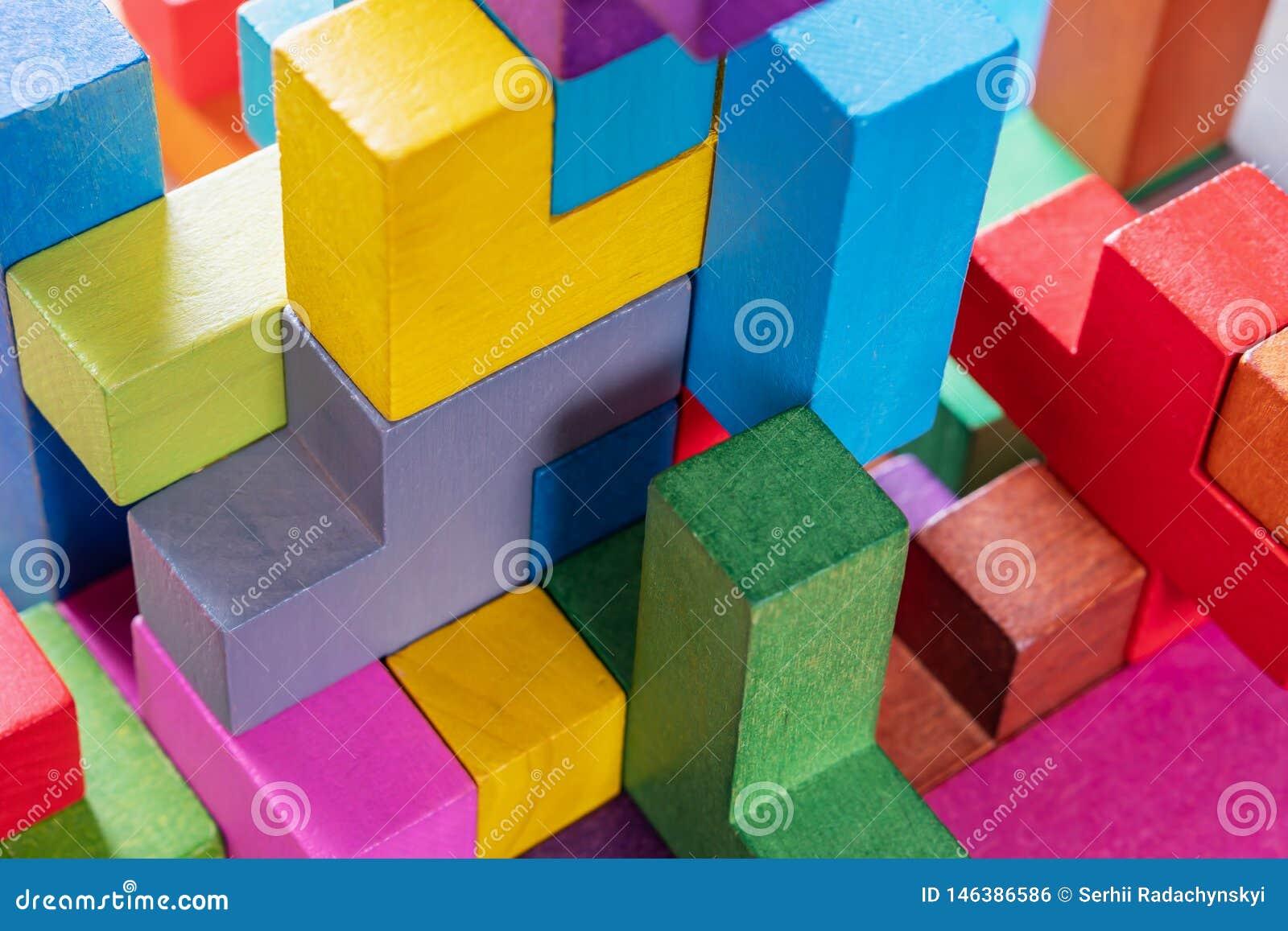 Геометрические формы на деревянной предпосылке, конце-вверх