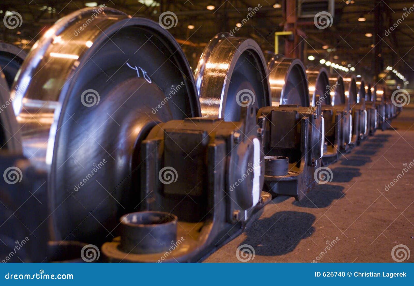 Download гигантские колеса поезда рядков Стоковое Фото - изображение насчитывающей конец, индустрия: 626740