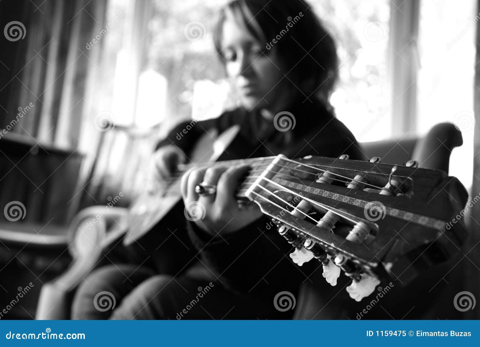 гитара девушки