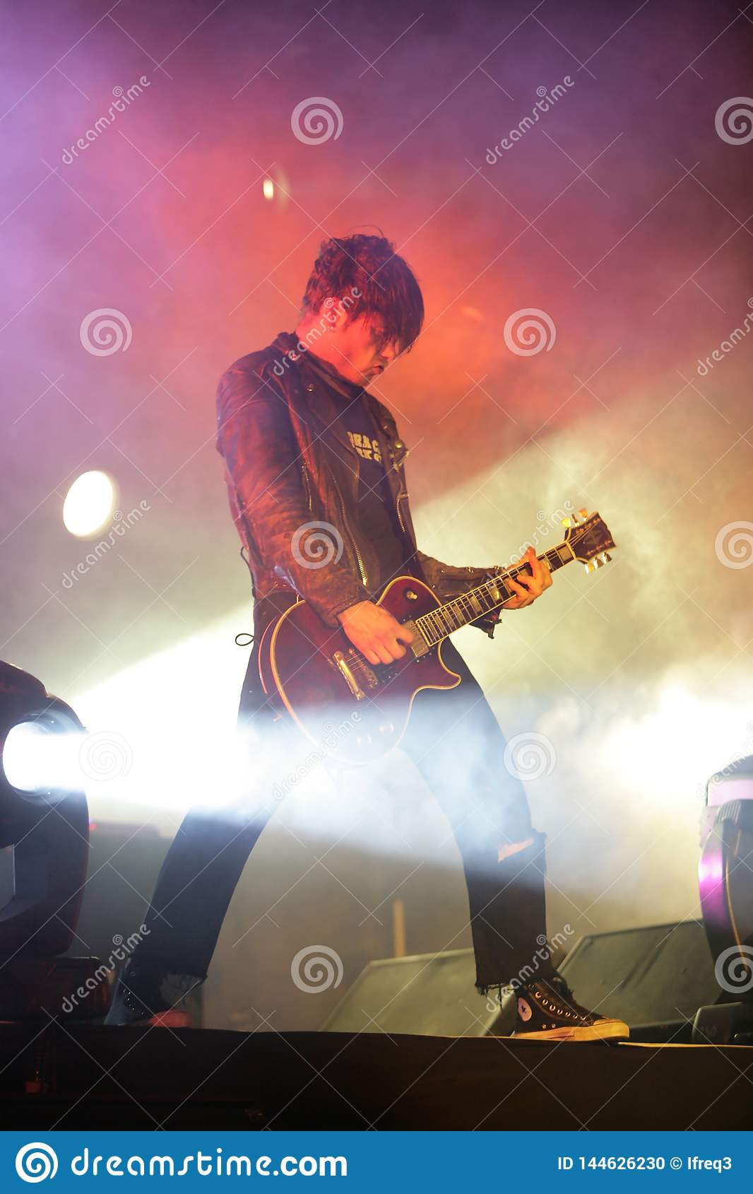 Гитарист, вундеркинд, концерт в России 2005