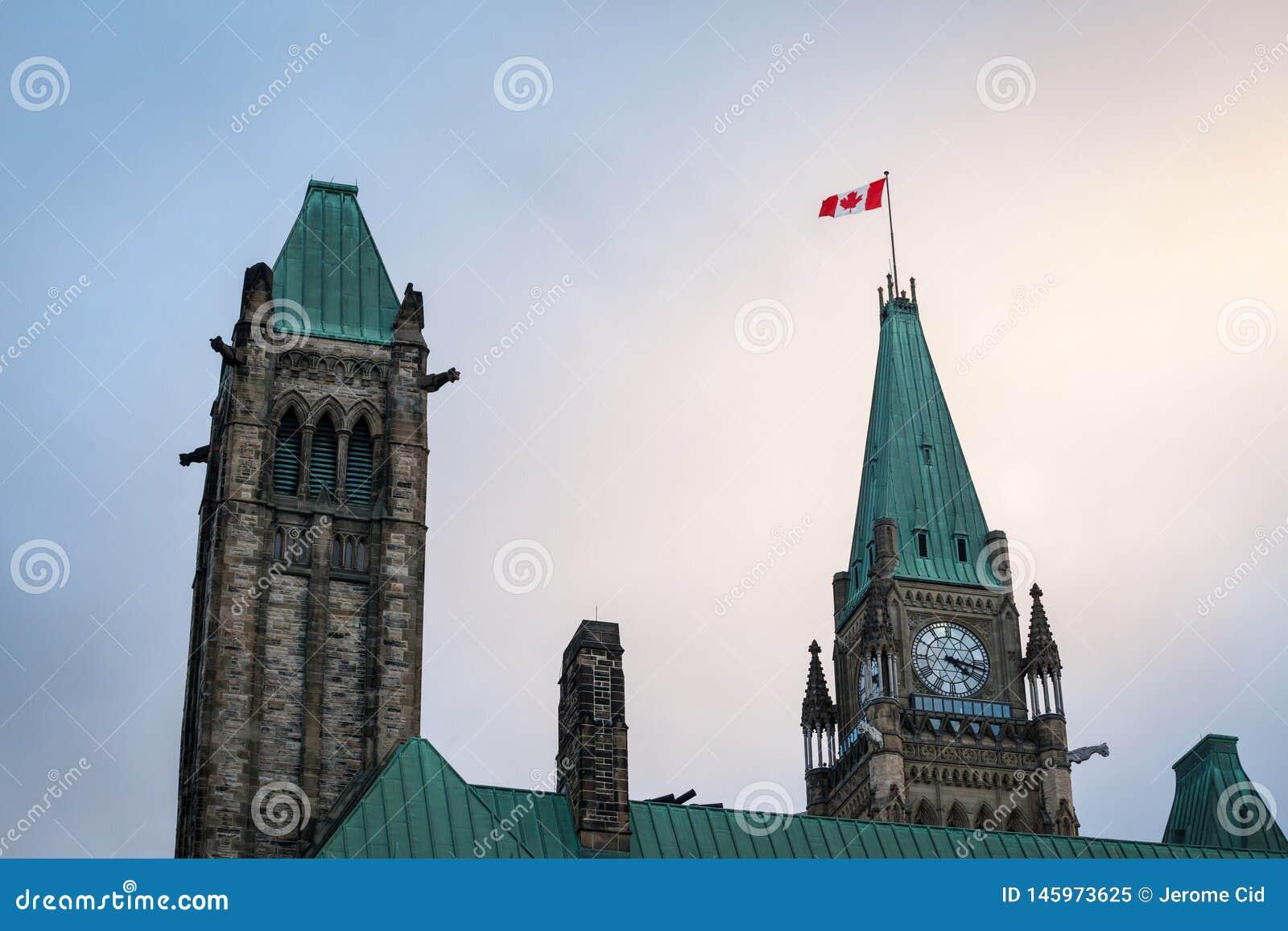 Главная башня разбивочного блока парламента Канады, в канадском парламентском комплексе Оттавы, Онтарио