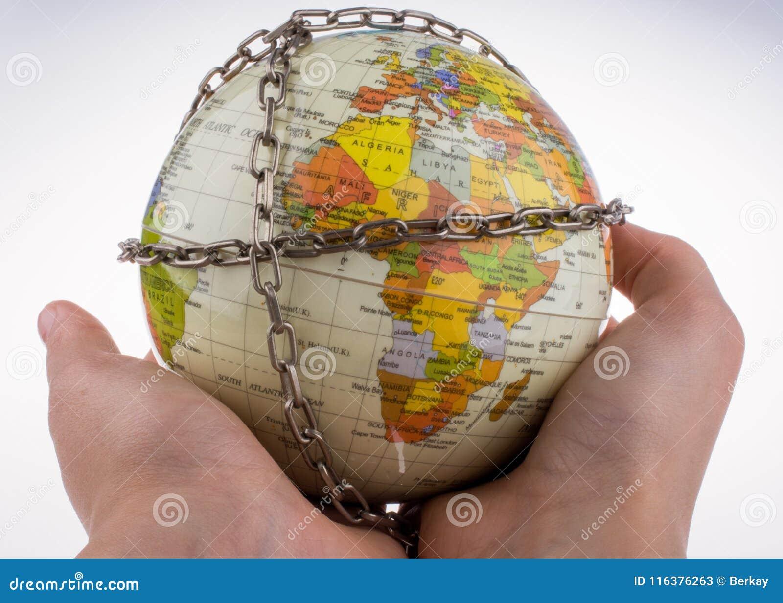 Глобус в цепях
