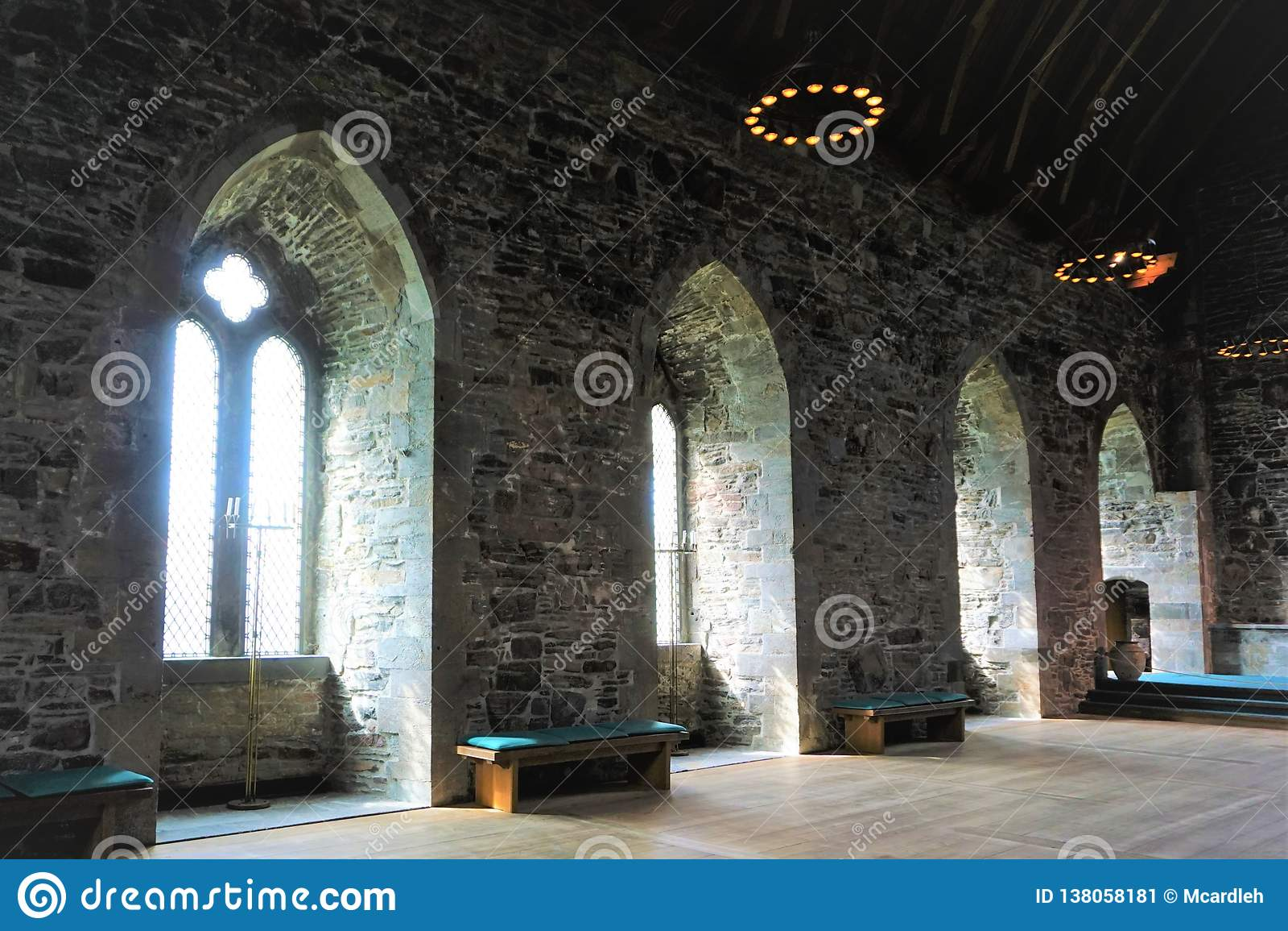 Глубокие окна королей Hall Бергена