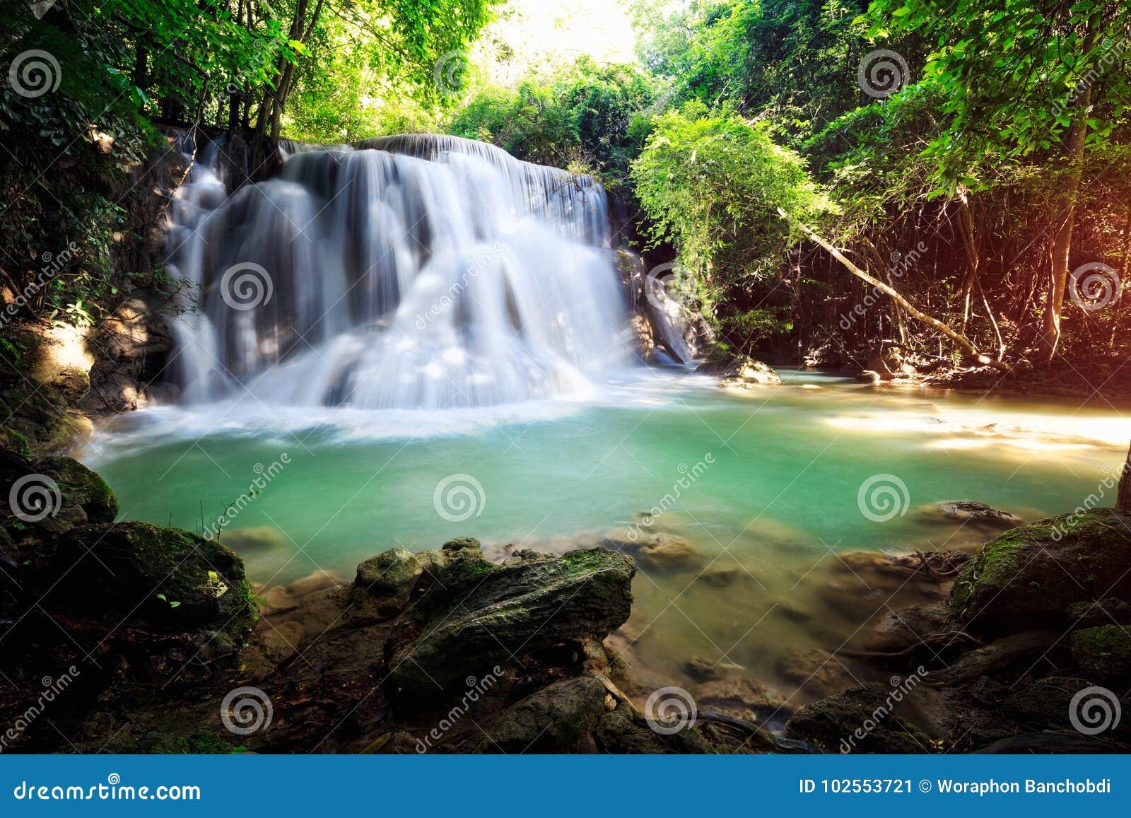 глубокий водопад пущи