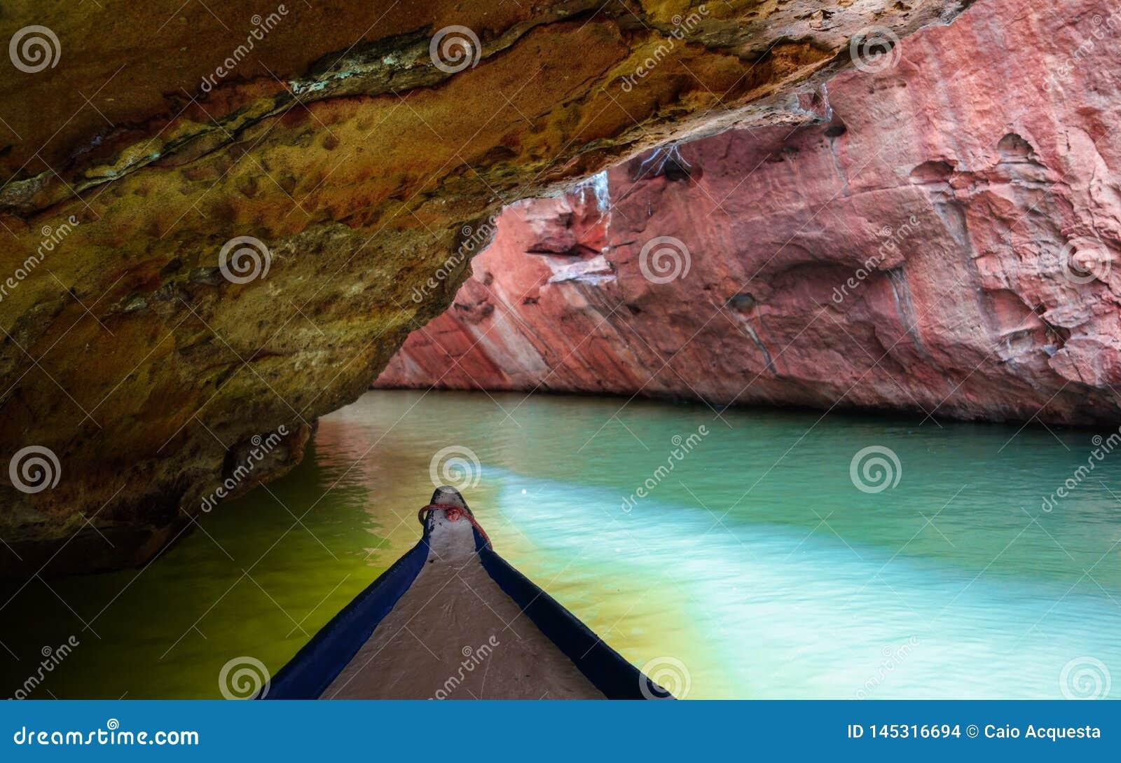 Глубокий в узком каньоне