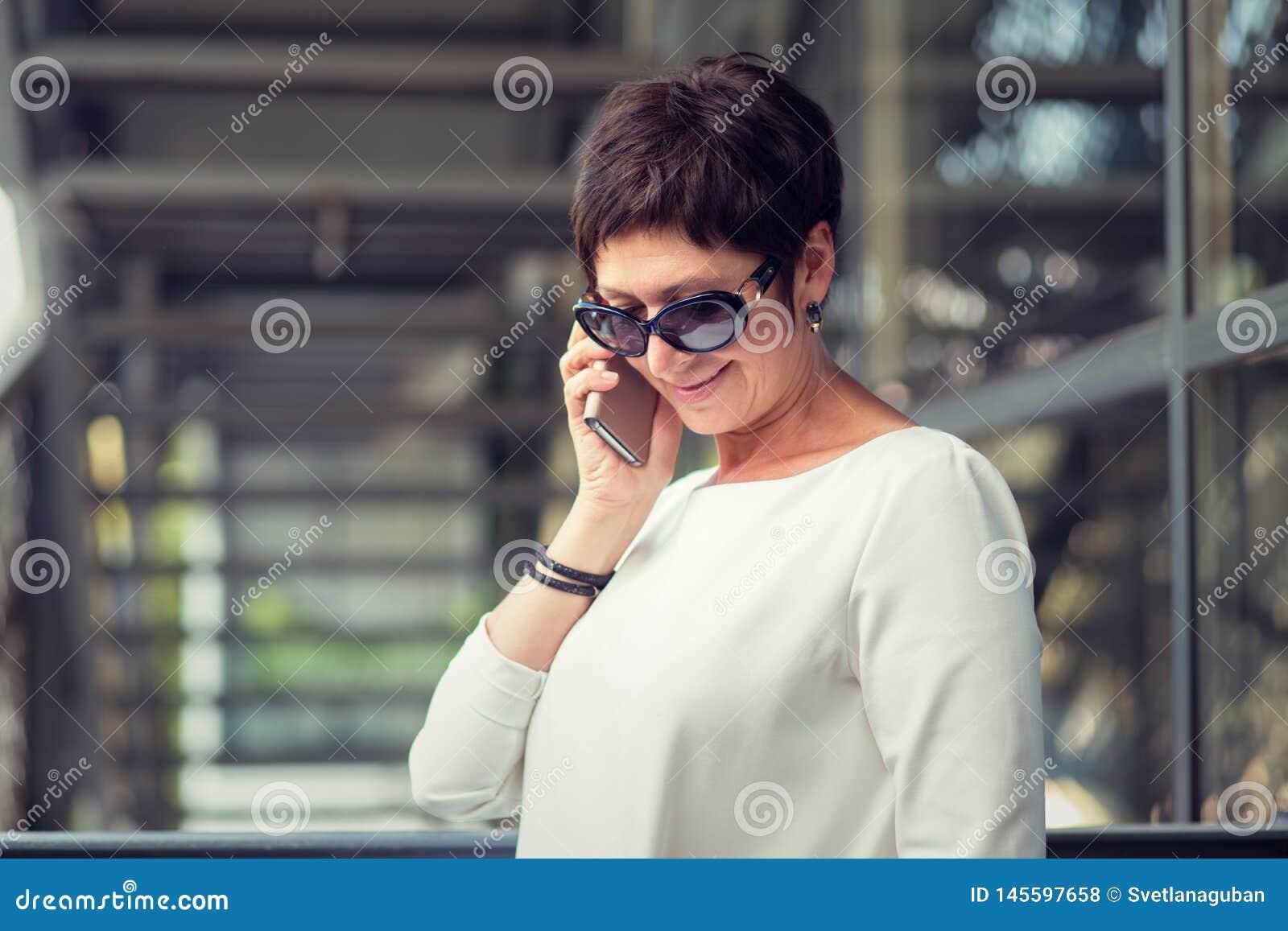 Говорить на усмехаться телефона