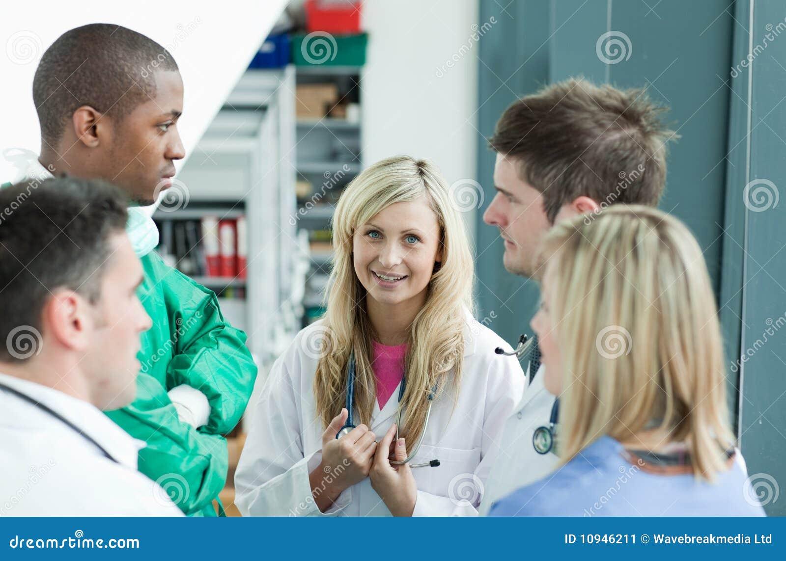говорить стационара группы докторов
