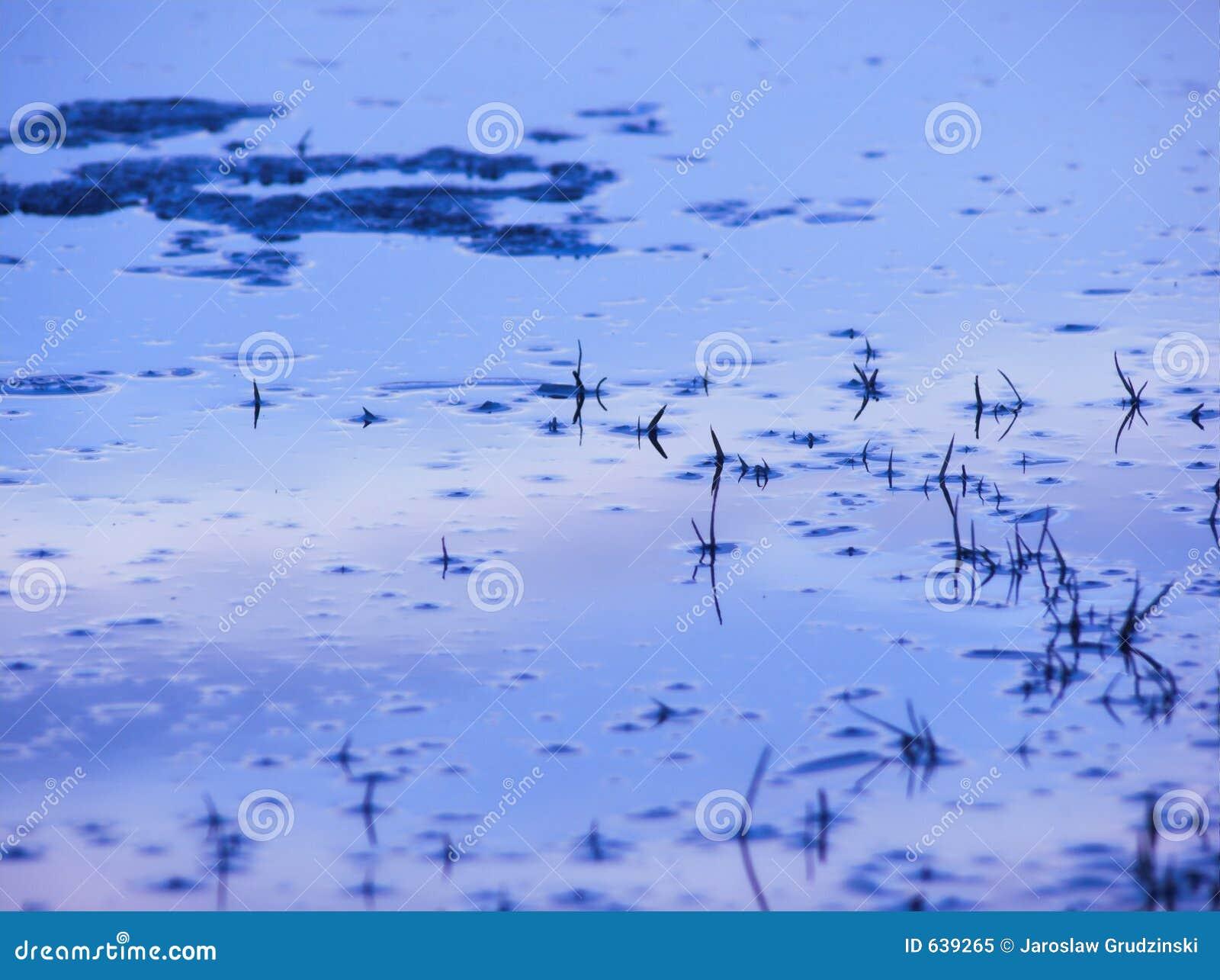 Download голубая отражая вода неба стоковое изображение. изображение насчитывающей льдед - 639265