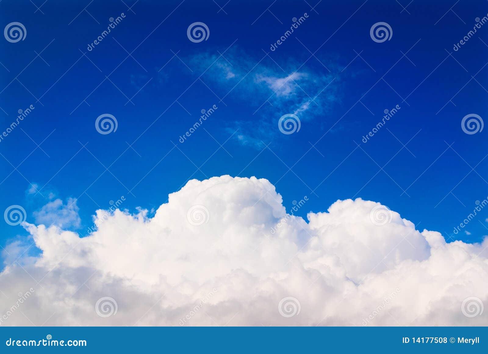 голубое небо облака