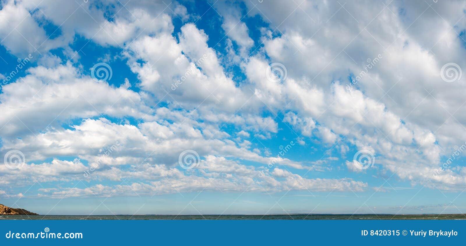 голубое небо панорамы