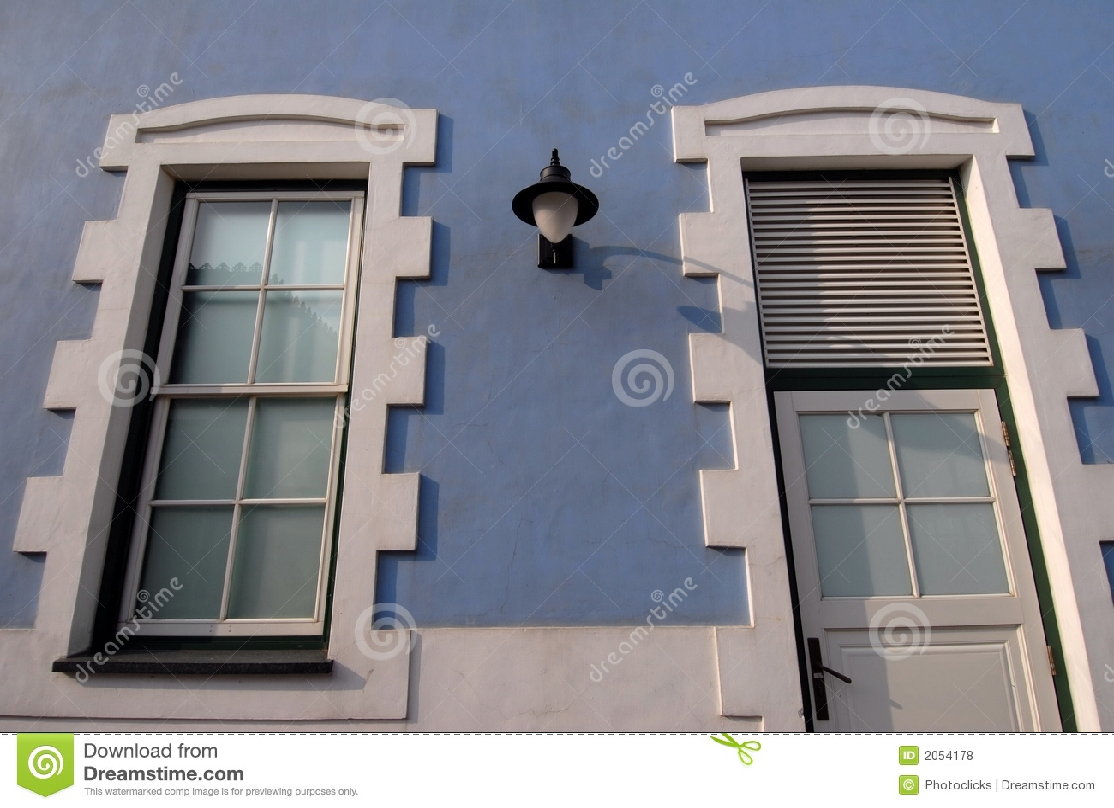 голубой внешний дом