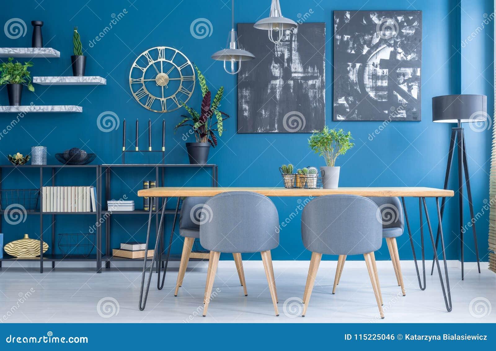 Голубой интерьер столовой