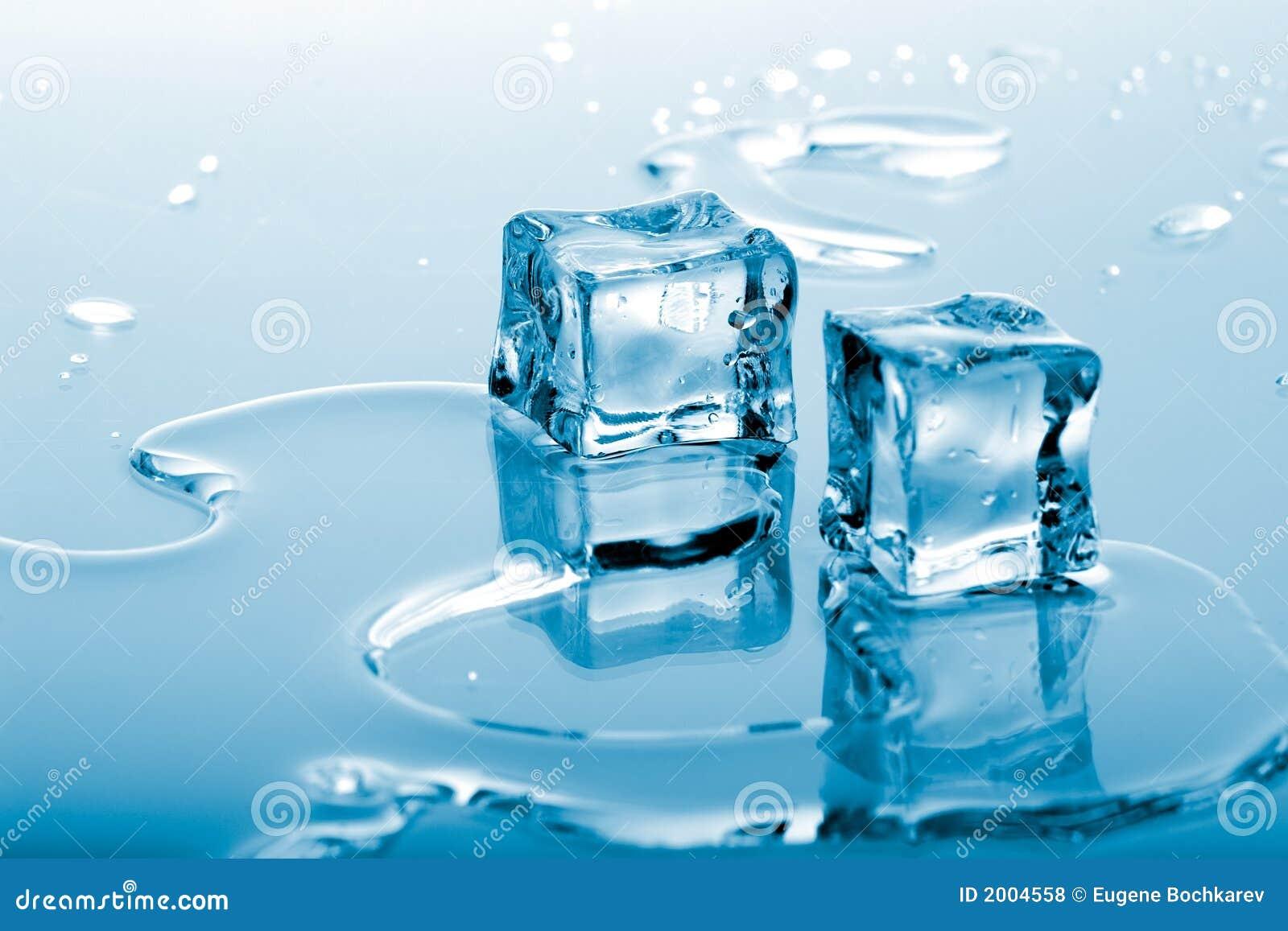 голубой льдед кубиков