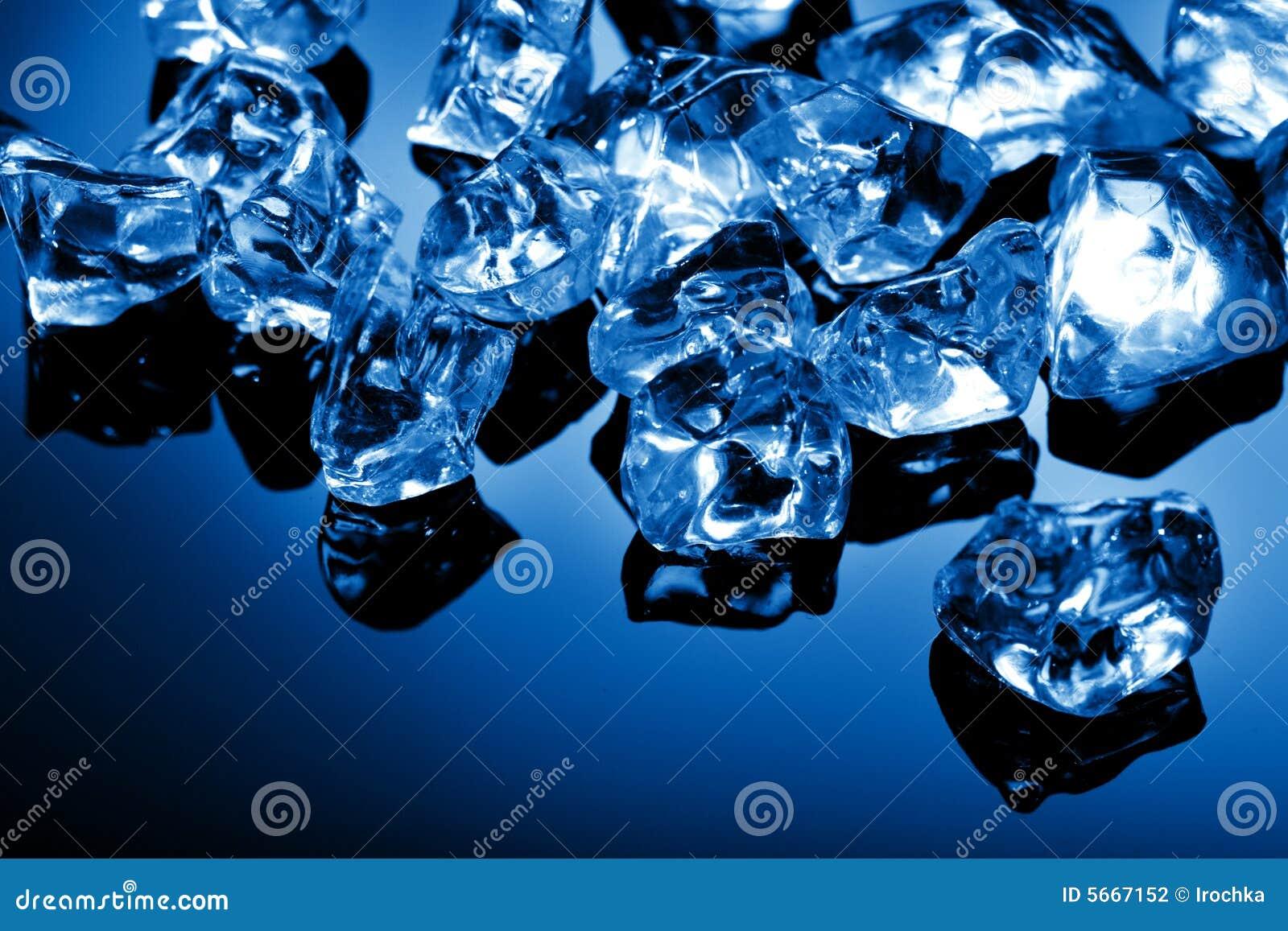 голубые кубики морозят свет