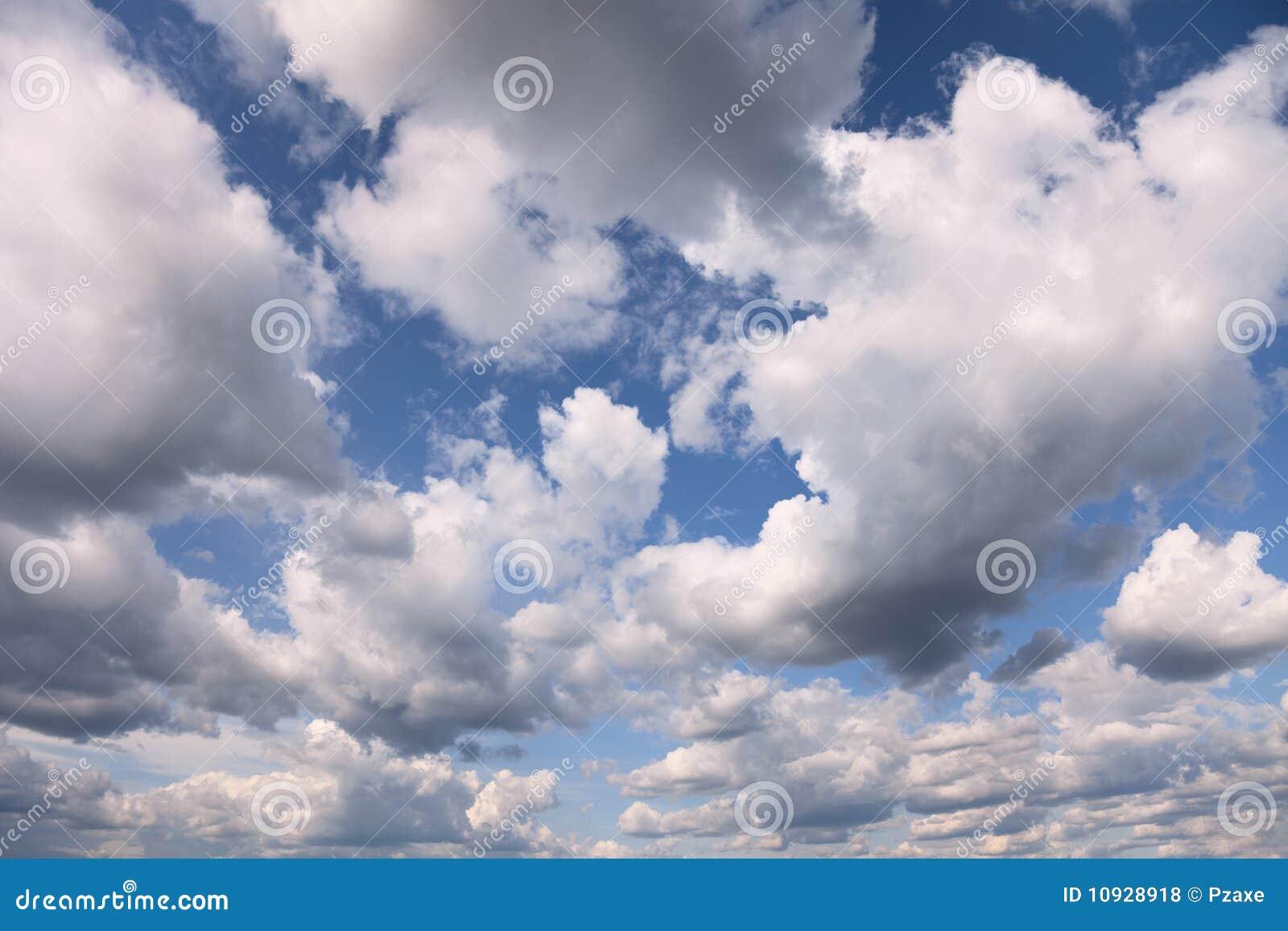 голубые облака покрыли лето неба кумулюса