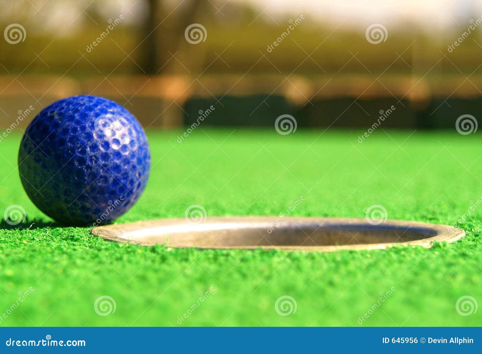 Download гольф миниый стоковое фото. изображение насчитывающей наклонять - 645956