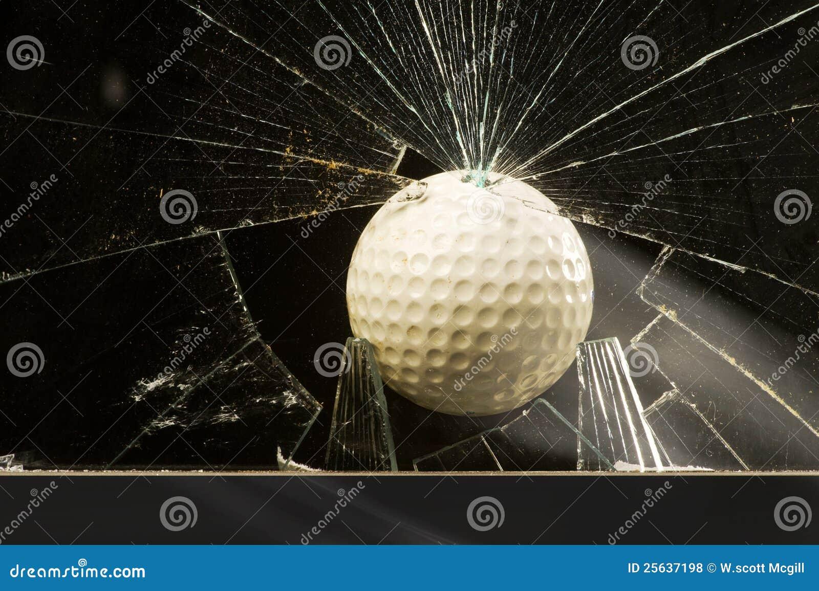 гольф шарика стеклянный разрушая