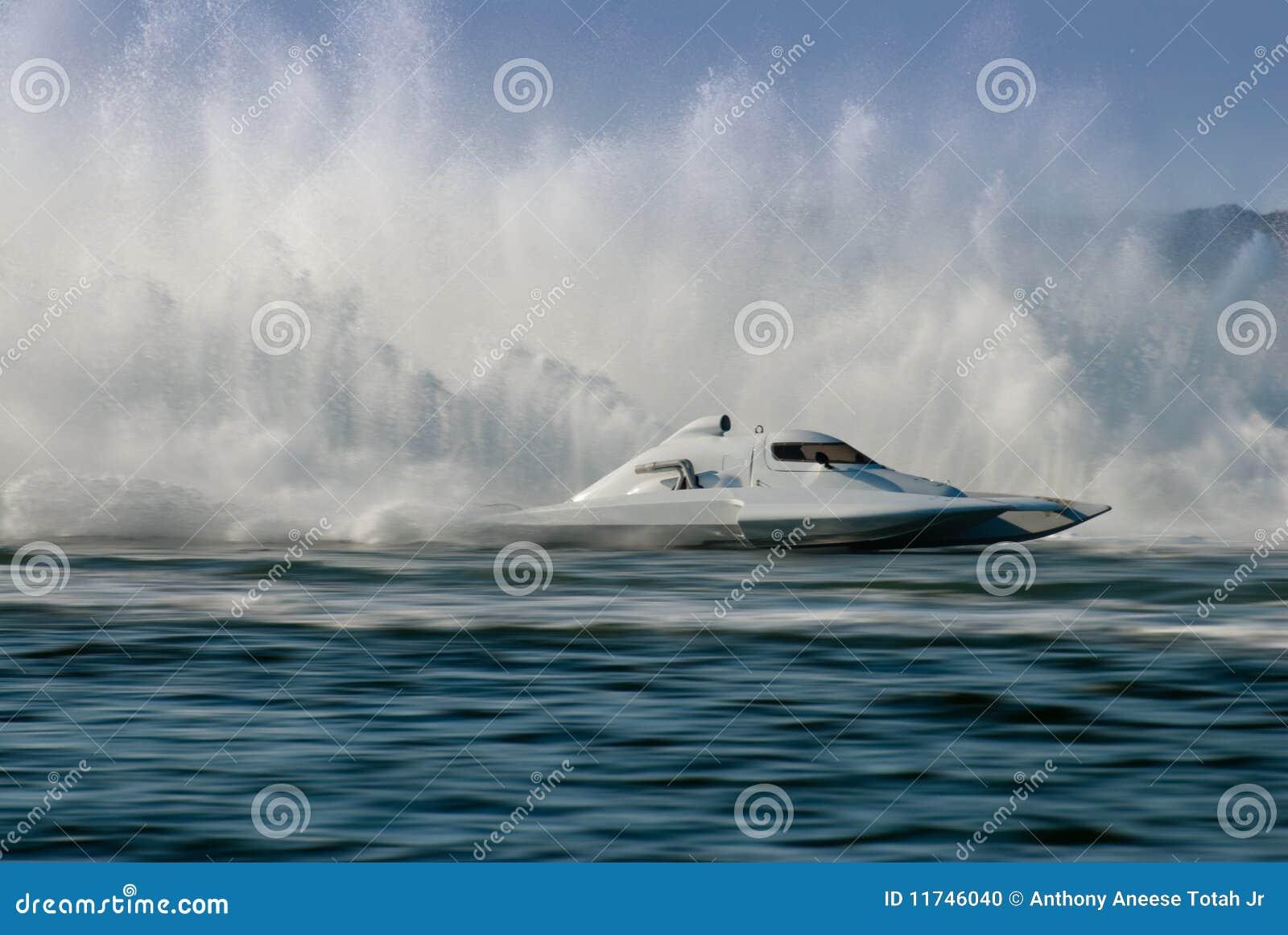 гонка hydrofoil шлюпки