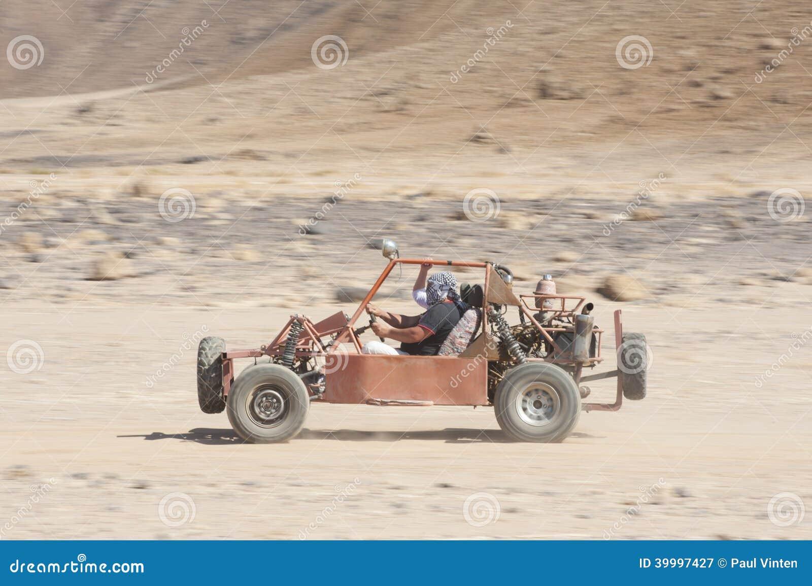 Гонки пустыни дефектные через землю