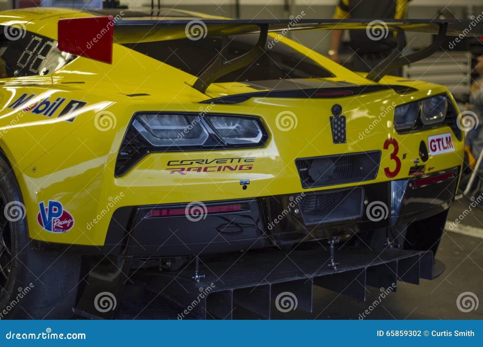 Гоночная машина Chevy Корвета GT на скоростной дороге Флориде Daytona