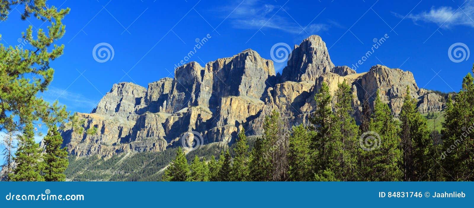 Гора замка от соединения замка, национального парка Banff, Альберты