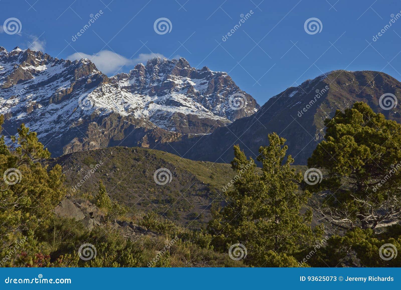 Гора Сьерра Velluda в национальном парке Laguna de Laja, Чили