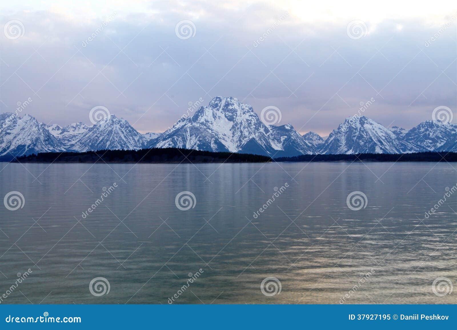 Гора с озером