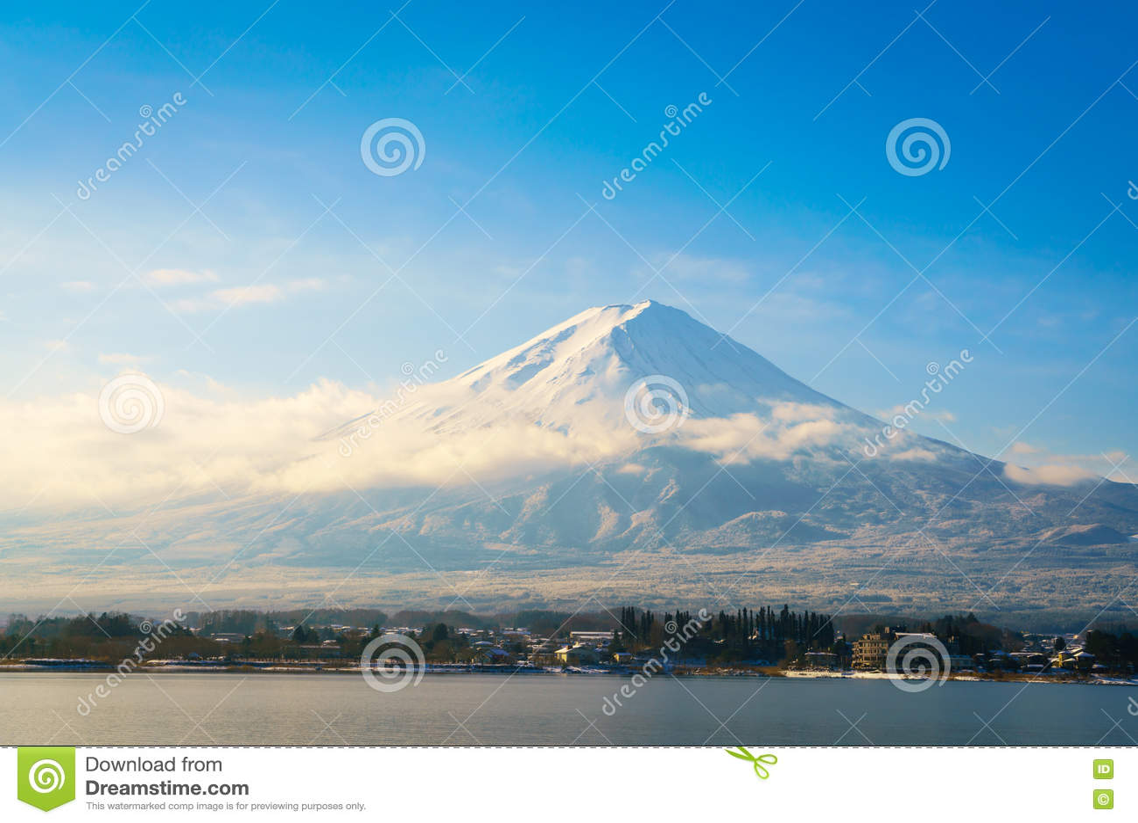Download Гора Фудзи и озеро Kawaguchi, Япония Стоковое Фото - изображение насчитывающей природа, closeup: 72290160