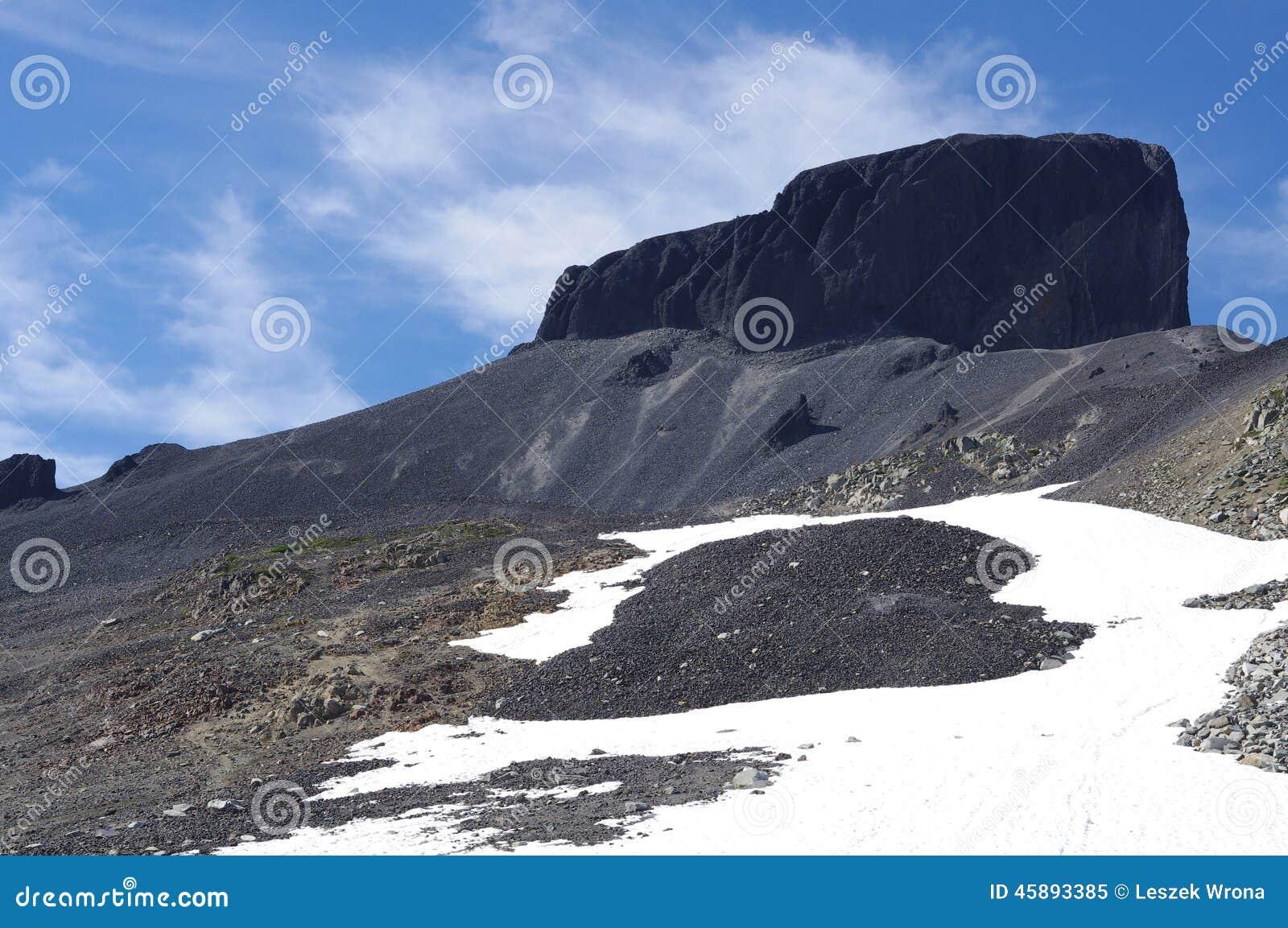 Гора черного бивня вулканическая