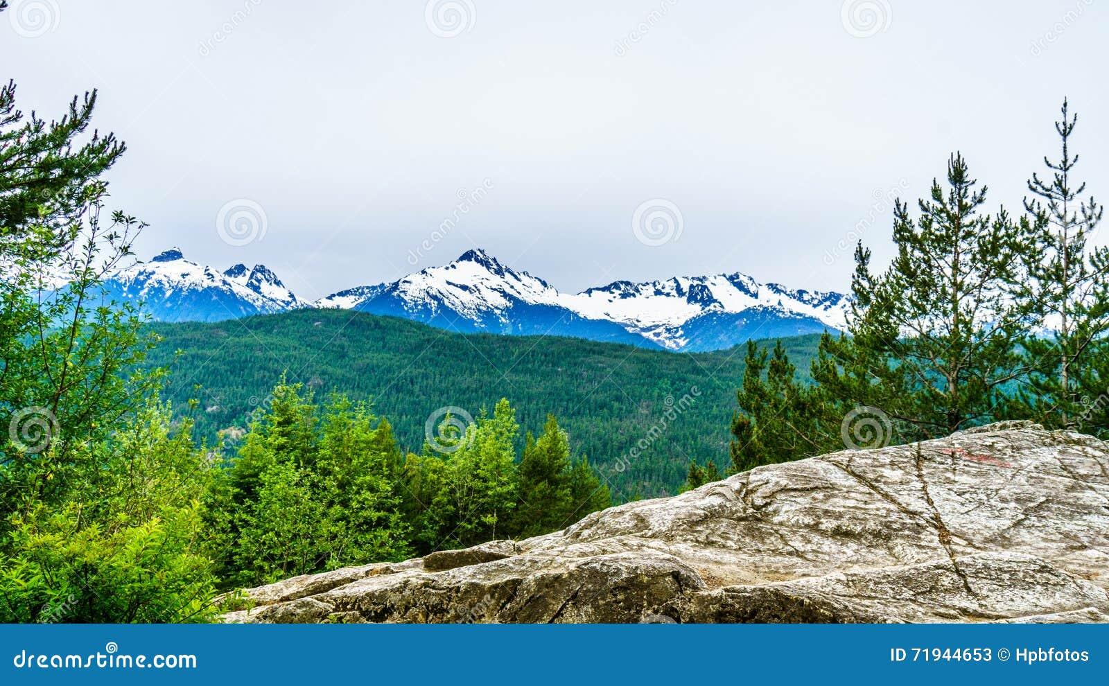 Гора Serratus и держатель Tantalus