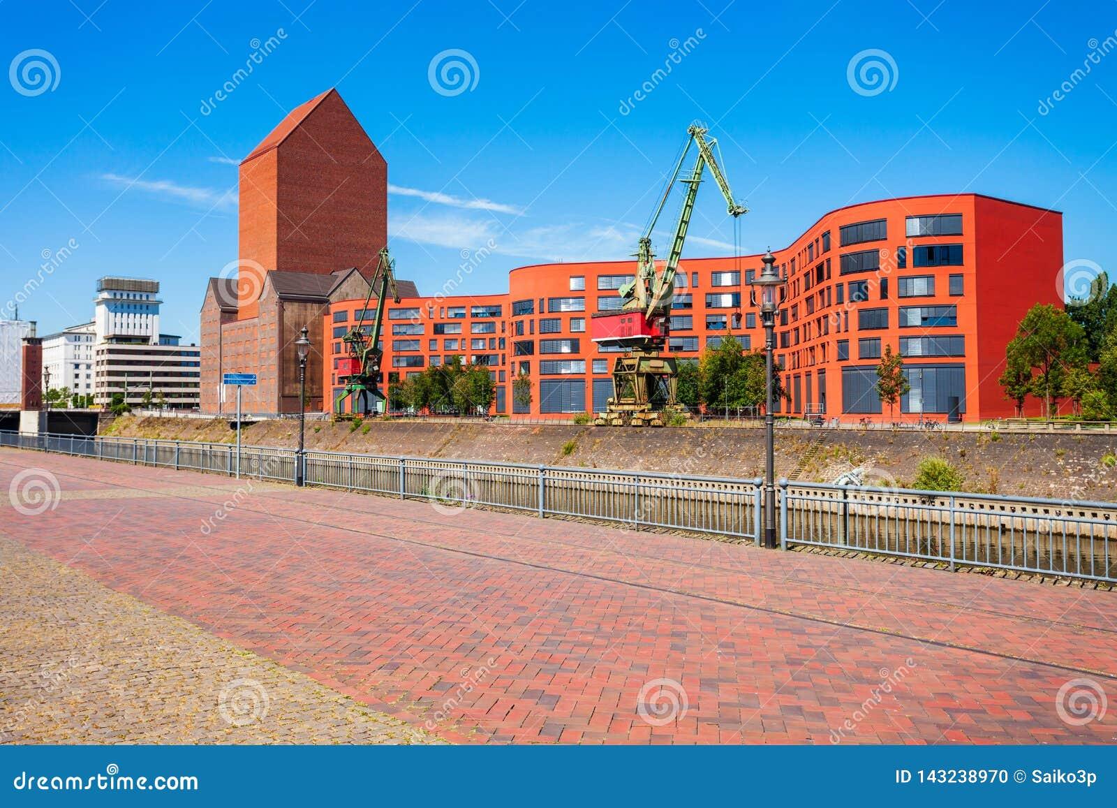 Горизонт города Дуйсбурга в Германии